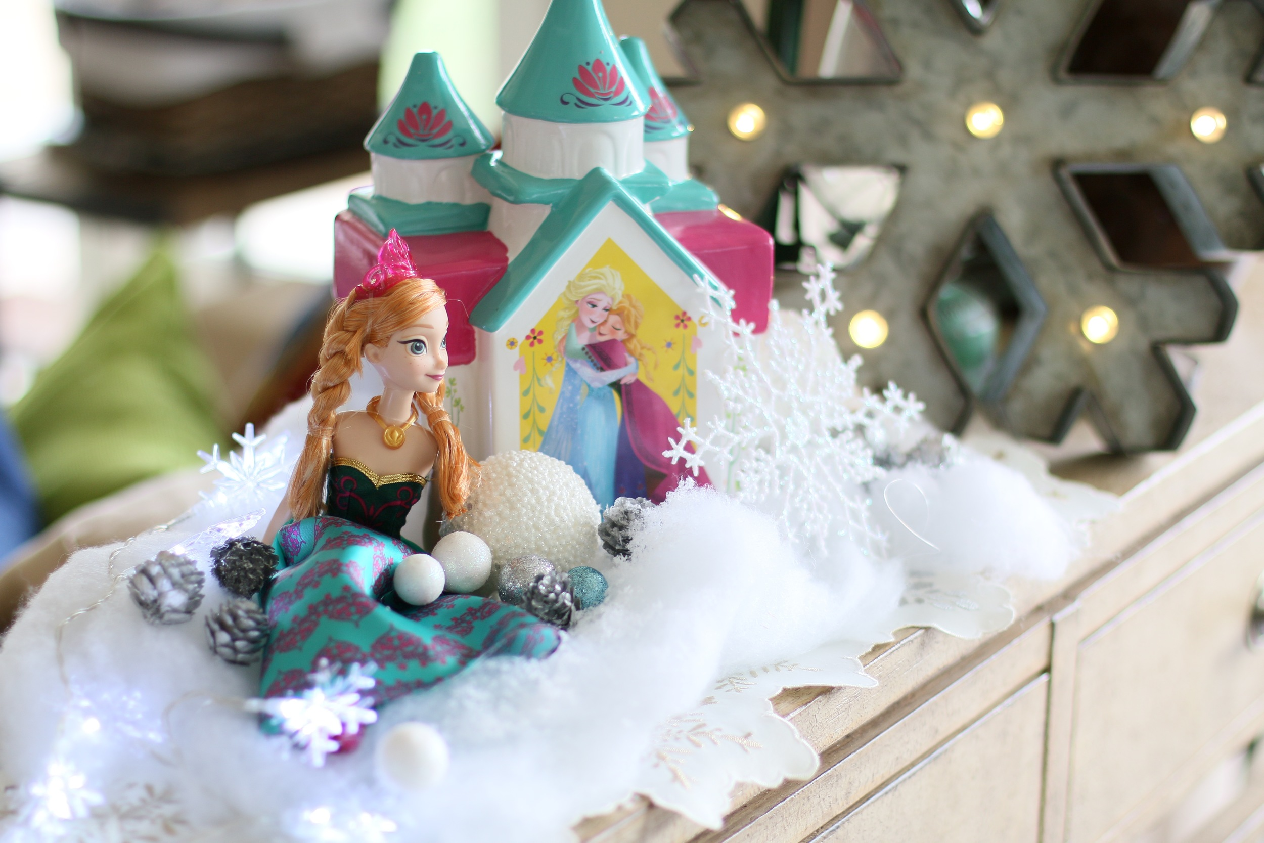 Anna & Elsa decor for your FROZEN party! @inJOYtheParty