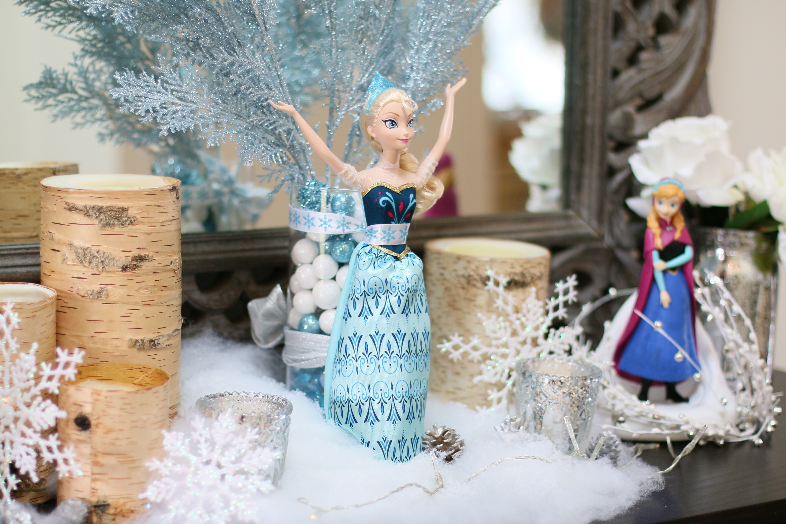 A FROZEN entry table with Elsa in all her glory! @inJOYtheParty