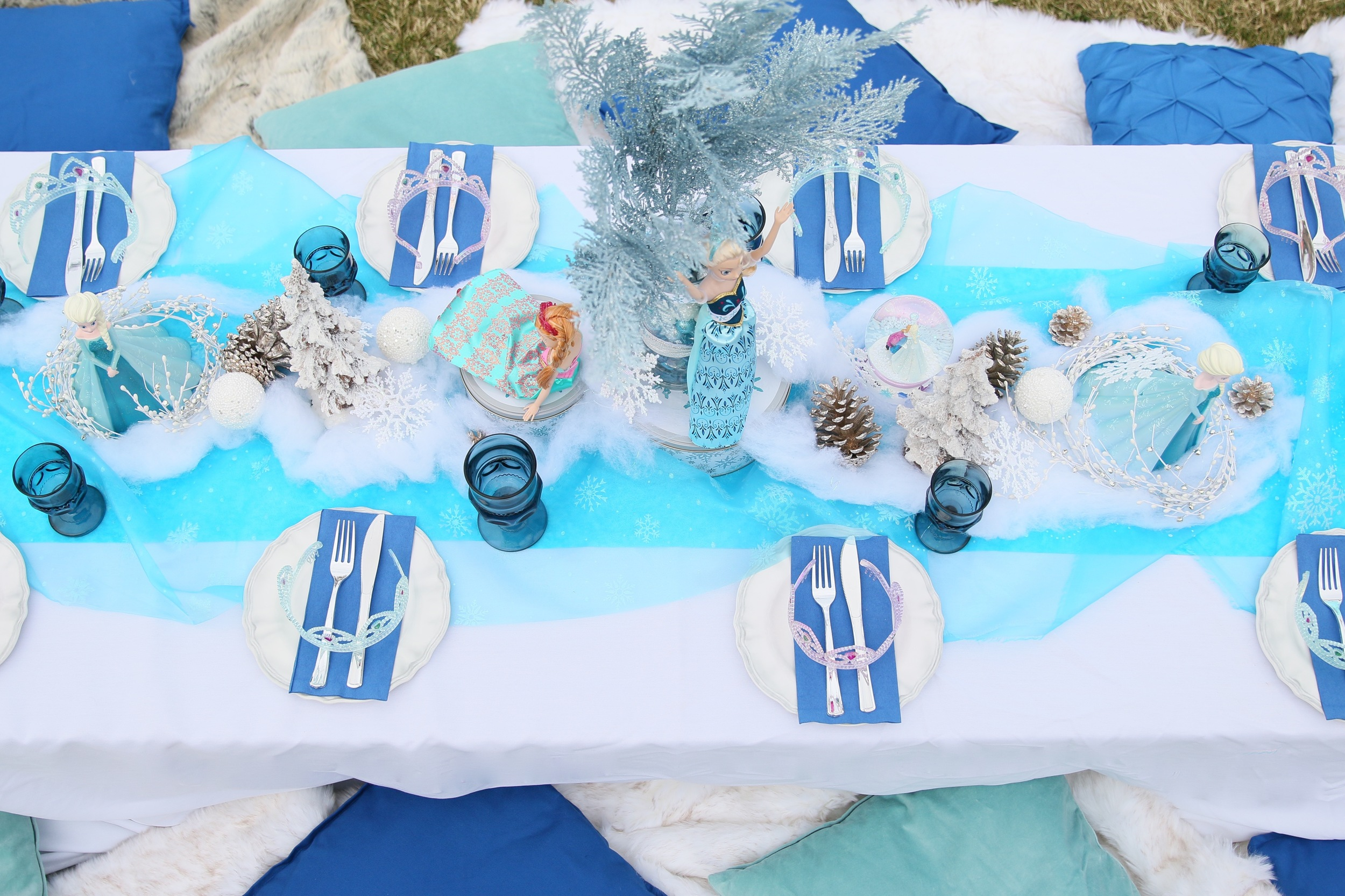 I can't let this go! A FROZEN tablescape for rent! @inJOYtheParty