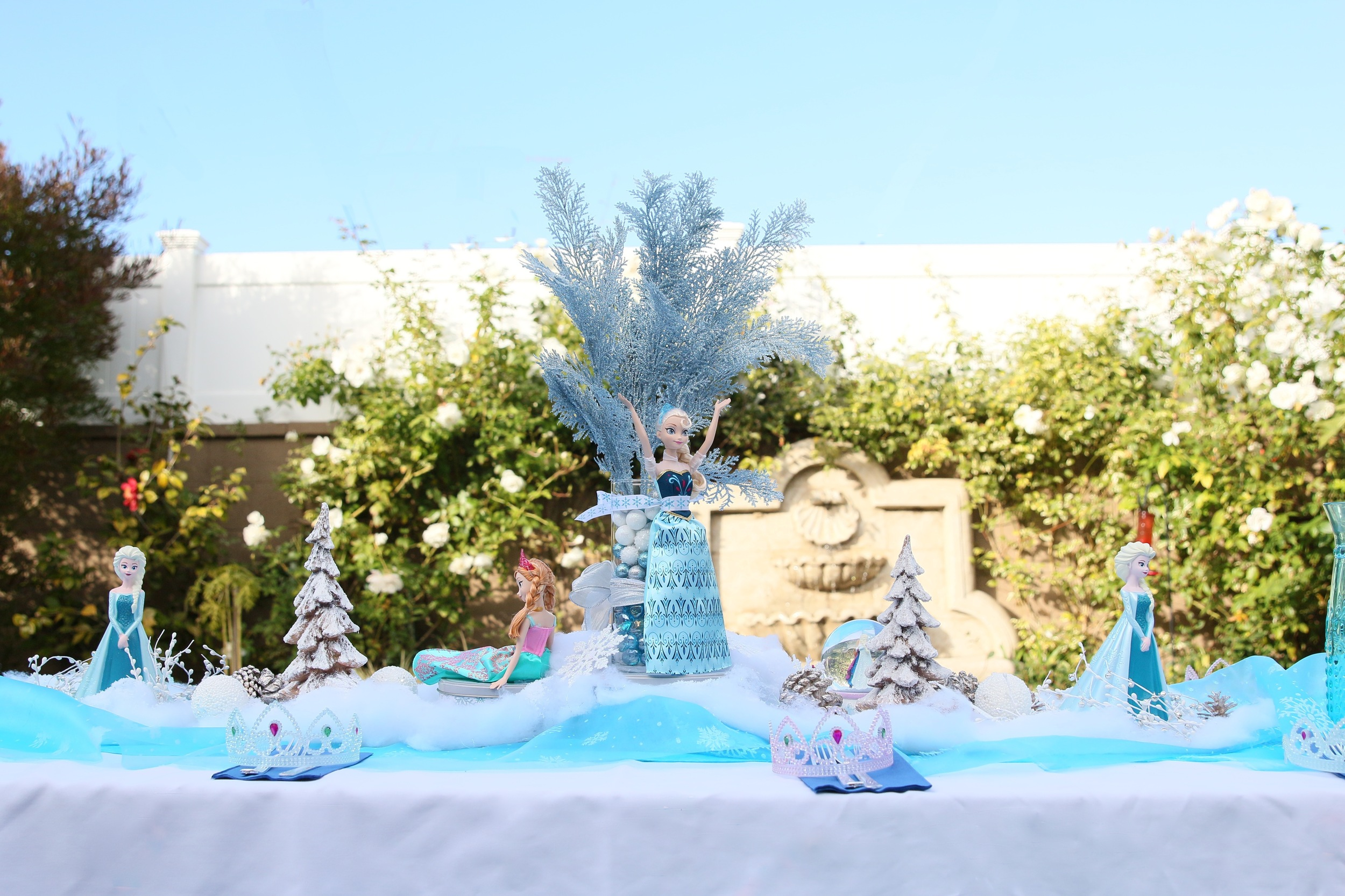 Everything you need for a FROZEN Birthday Party FOR RENT! @inJOYtheParty