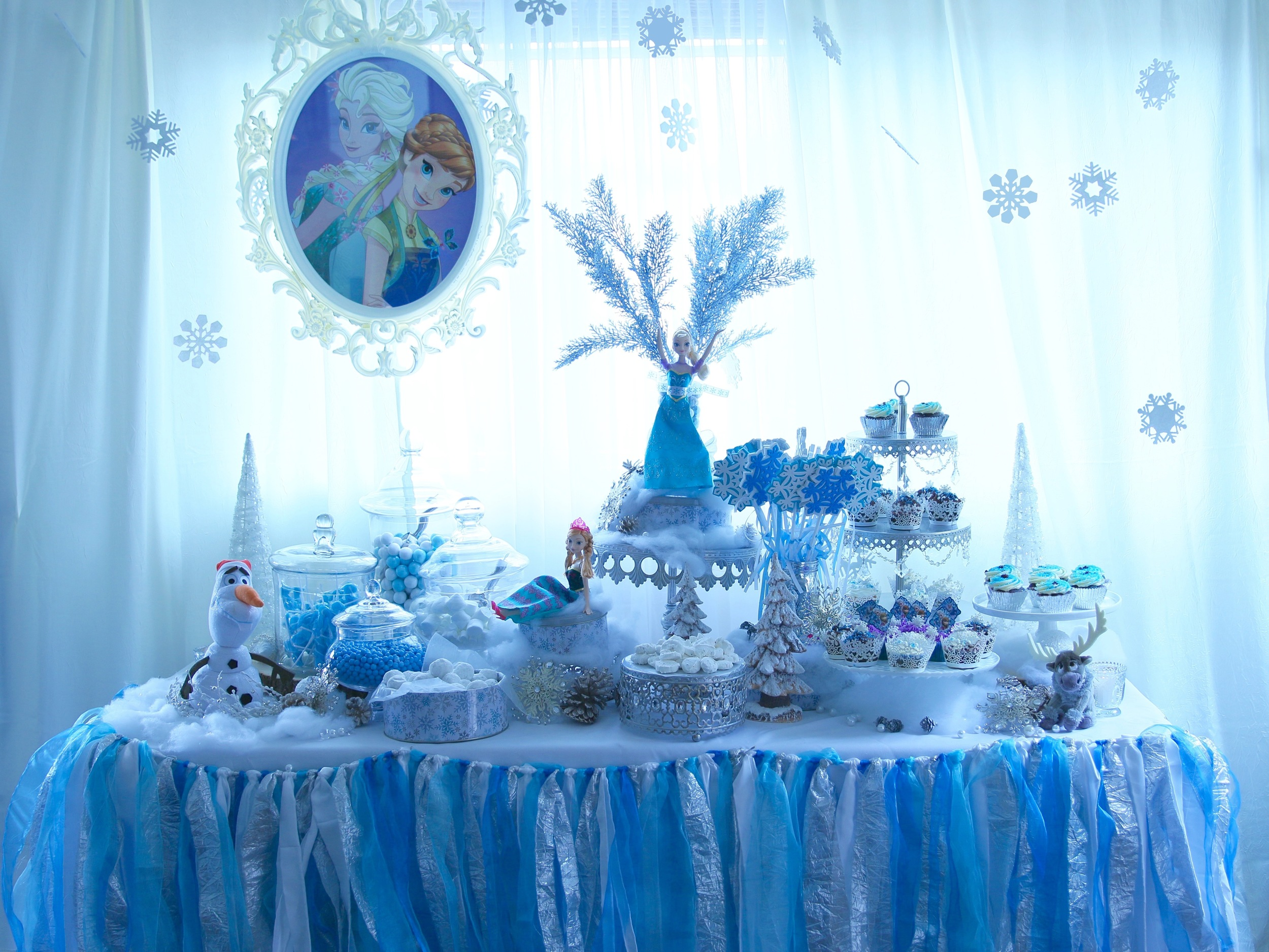 All this available to rent for a FROZEN party! @inJOYtheParty