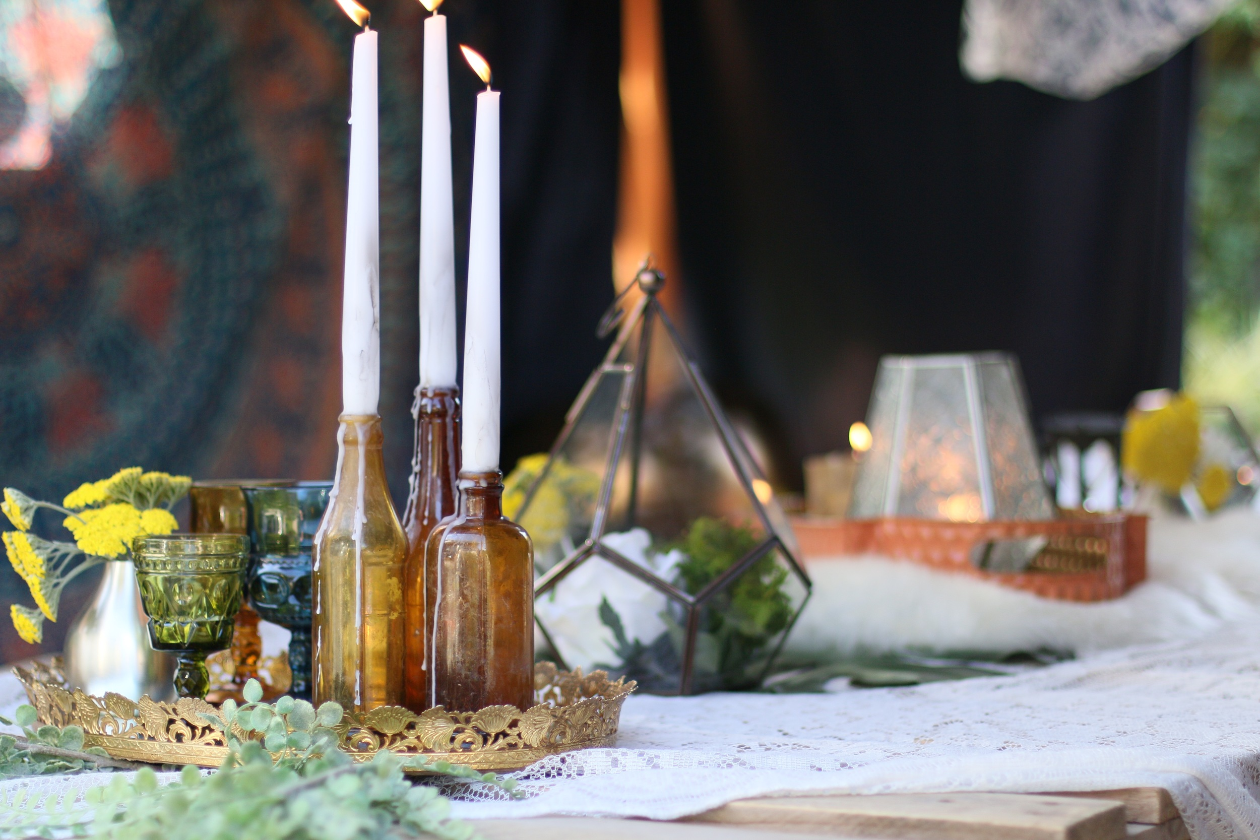 Copy of Low pallet tables, macramé & lace, geometric vessels, florals, textured rugs, colorful textiles, dream catchers, lanterns, candlelight…Basically a Bohemian dream. A curated collection for you to rent!