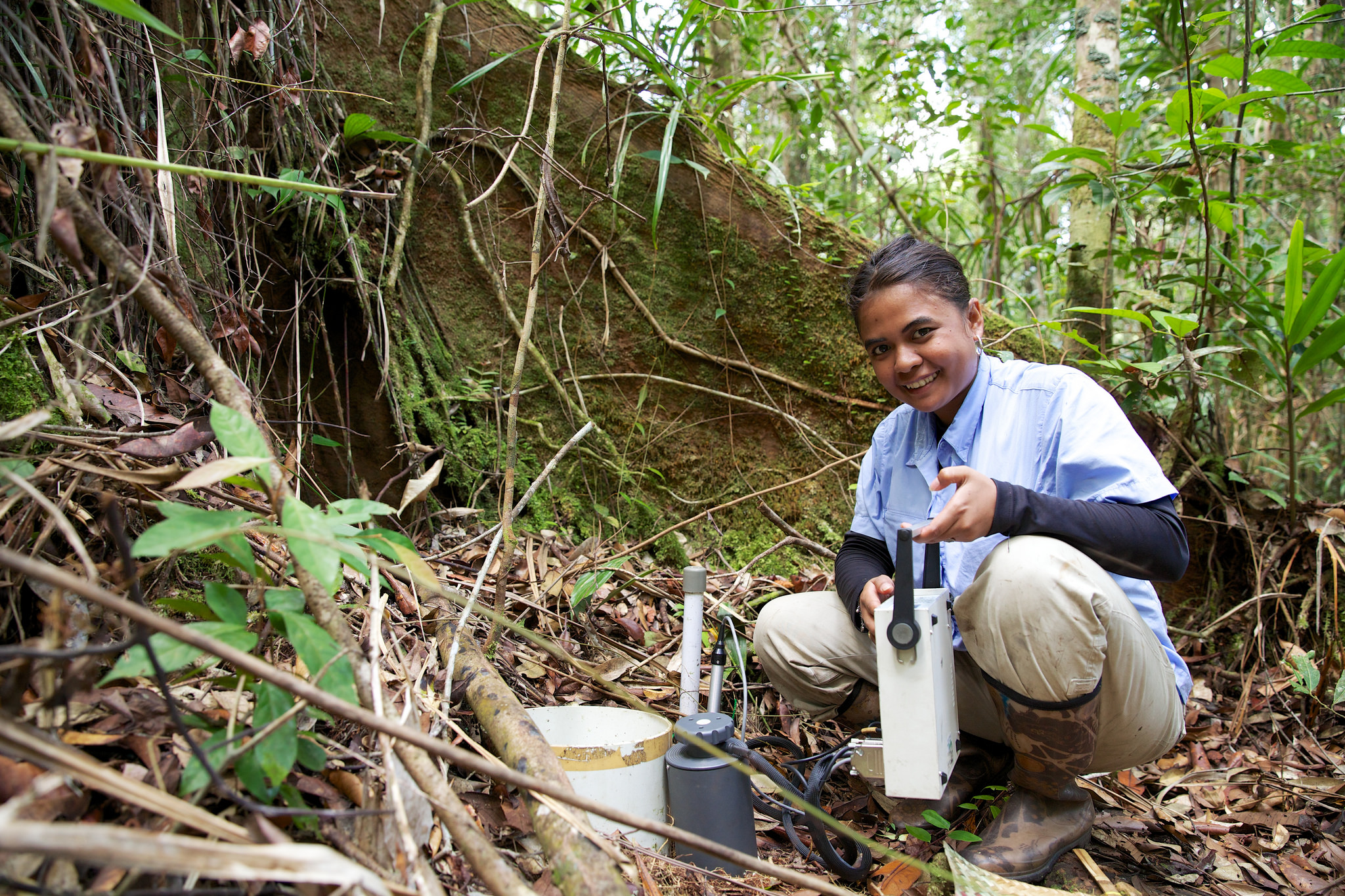 A Center for International Forestry Research (CIFOR) researcher collecting data about the amount of carbon dioxide. Photo by Nanang Sujana for Center for International Forestry Research (CIFOR).