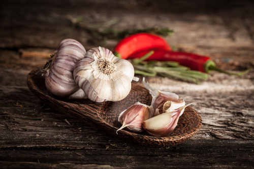 """Shutterstock: http://ow.ly/zlYdI. In recent years, garlic-derived polysulfide compounds have drawn great attention due to their potential anti-inflammatory and anti-cancer effects."""" – Hydrogen sulfide and translational medicine"""