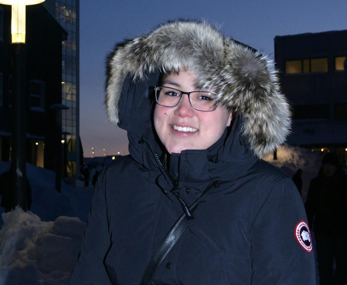Grønlandske  Niviaq Korneliussen  blenominert til Nordisk råds litteraturpris for debutromanen  HOMO sapienne  som kom i fjor. En modig roman om å finne ut av egen seksualitet og eksistens.   Niviaq er født i 1990 og oppvokst i den sørgrønlandske byen Nanortalik. Etter noen års studier i samfunnsvitenskap ved universitetet i Nuuk studerer hun nå psykologi ved Aarhus Universitet.Hennes forfatterskap begynte med en novellekonkurranse for grønlandsk ungdom i 2012. Her var Niviaq Korneliussens vinnernovelle San Francisco en av de suverent beste og mest stilsikre novellene av de ti som ble utvalgt og utgitt i antologien Ung i Grønland – ung i Verden .  FESTIVALEN 2015:   Grønland upolert , 4.september. Kl.17.15-18.15   Nykommerne ,   5.september. Kl.13.30- 14.30