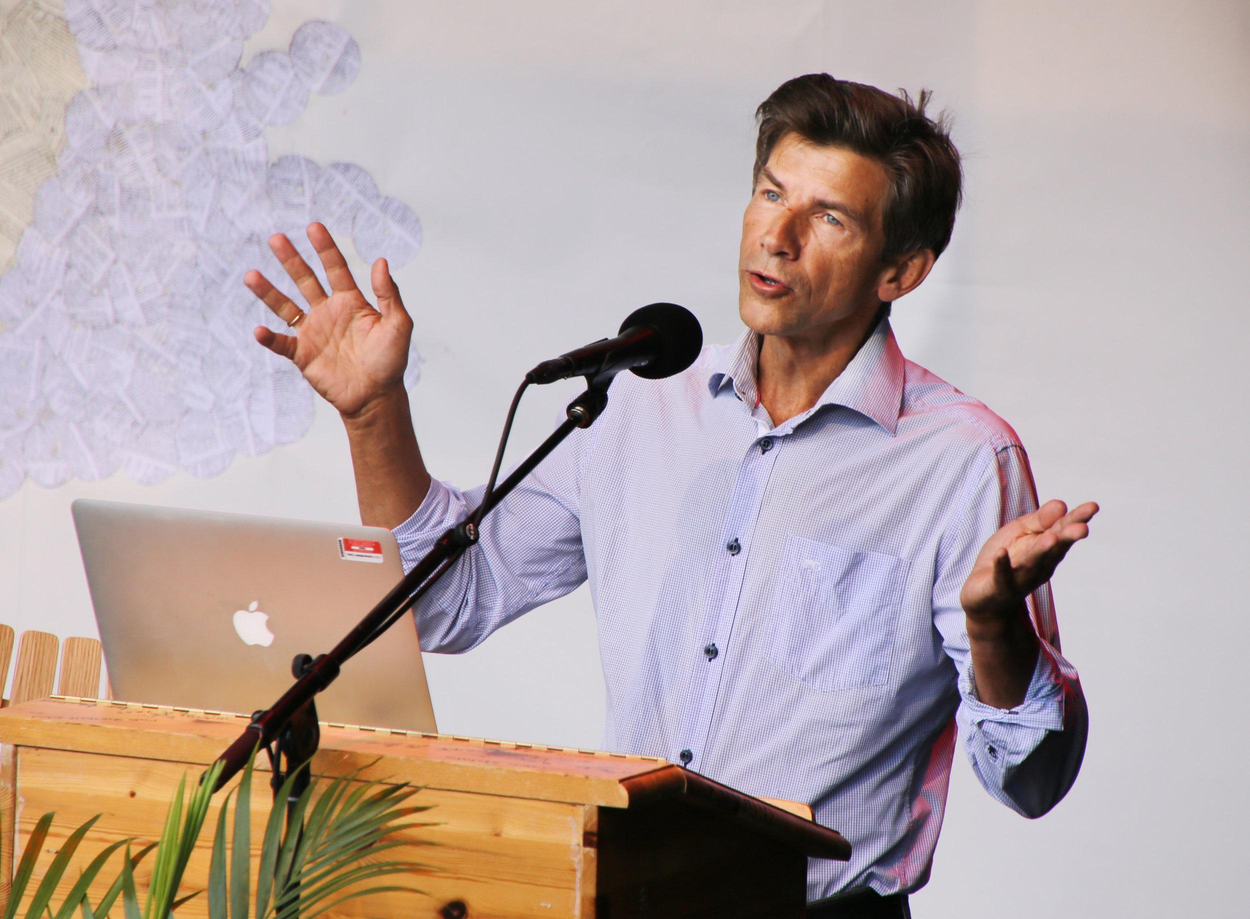 Professor i biologi, Dag O. Hessen mener at det er stor verdi i den urørte naturen.Foto: Sven Erik Skarsbø