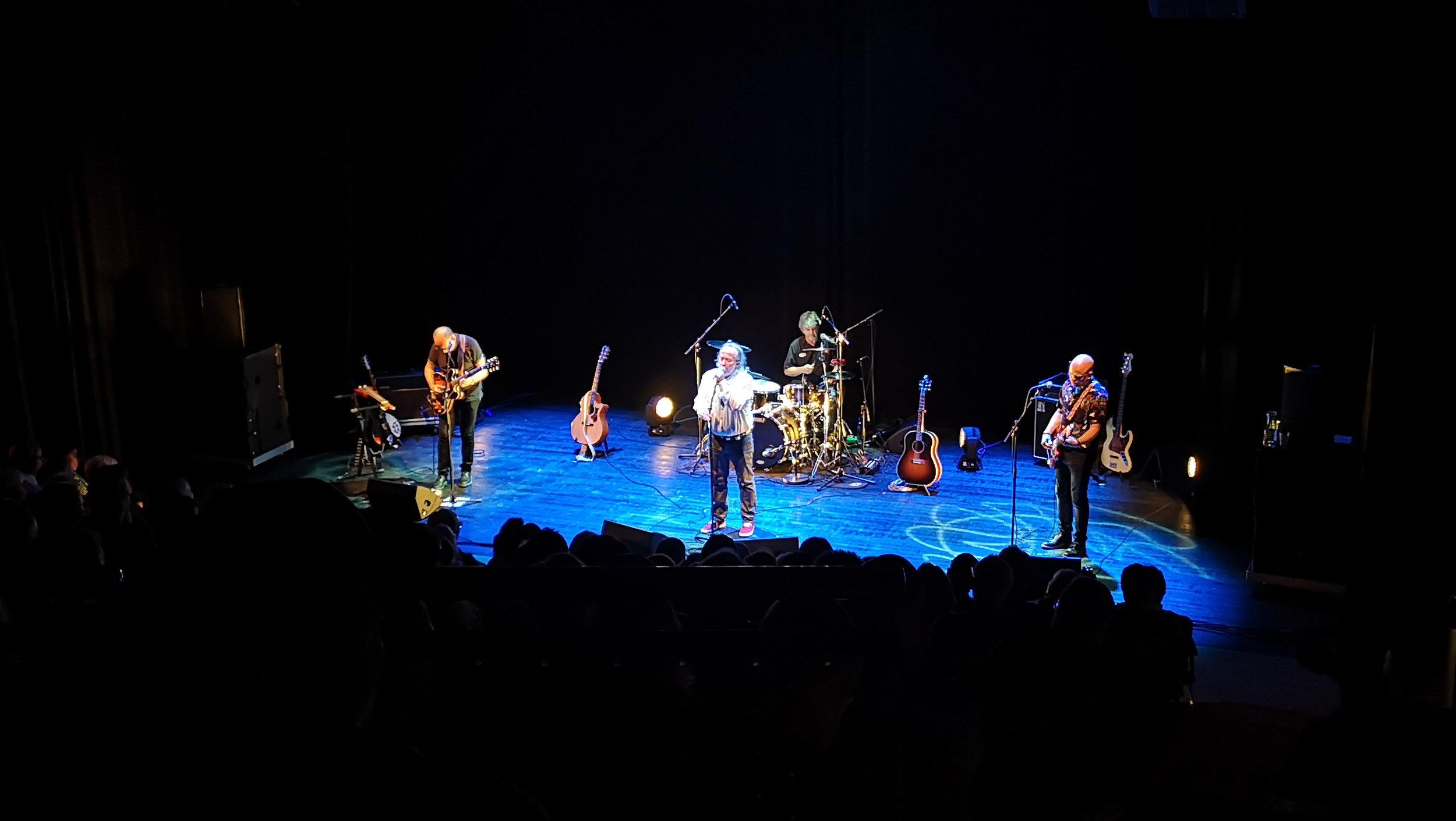 Det beste bandet i himmelen:  Levi Henriksen og Babylon Badlands spilte i Teatret Vårt onsdag kveld. Foto: Sunniva I. Nerbøvik