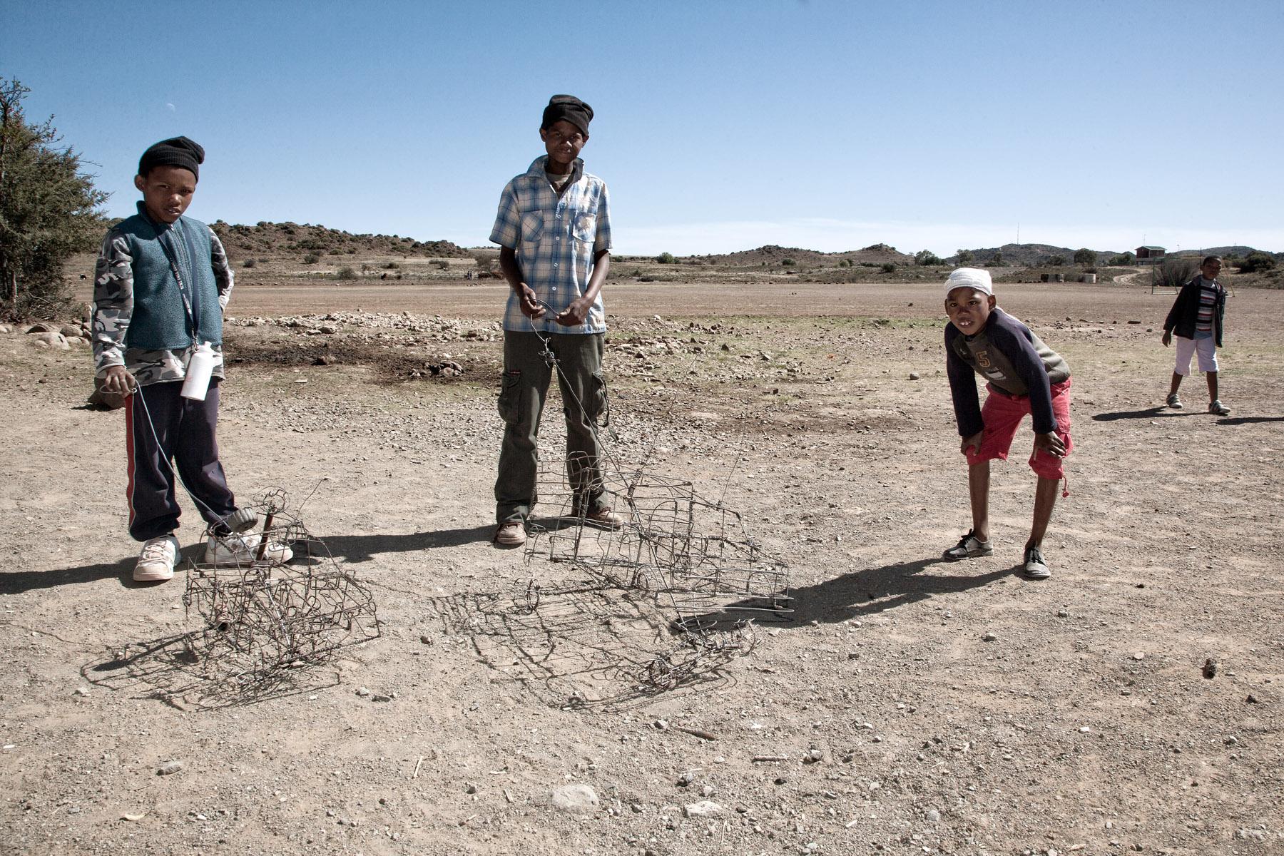 Boys with their koloi ya di drata, wire cars, Philippolis (Free State, RSA)