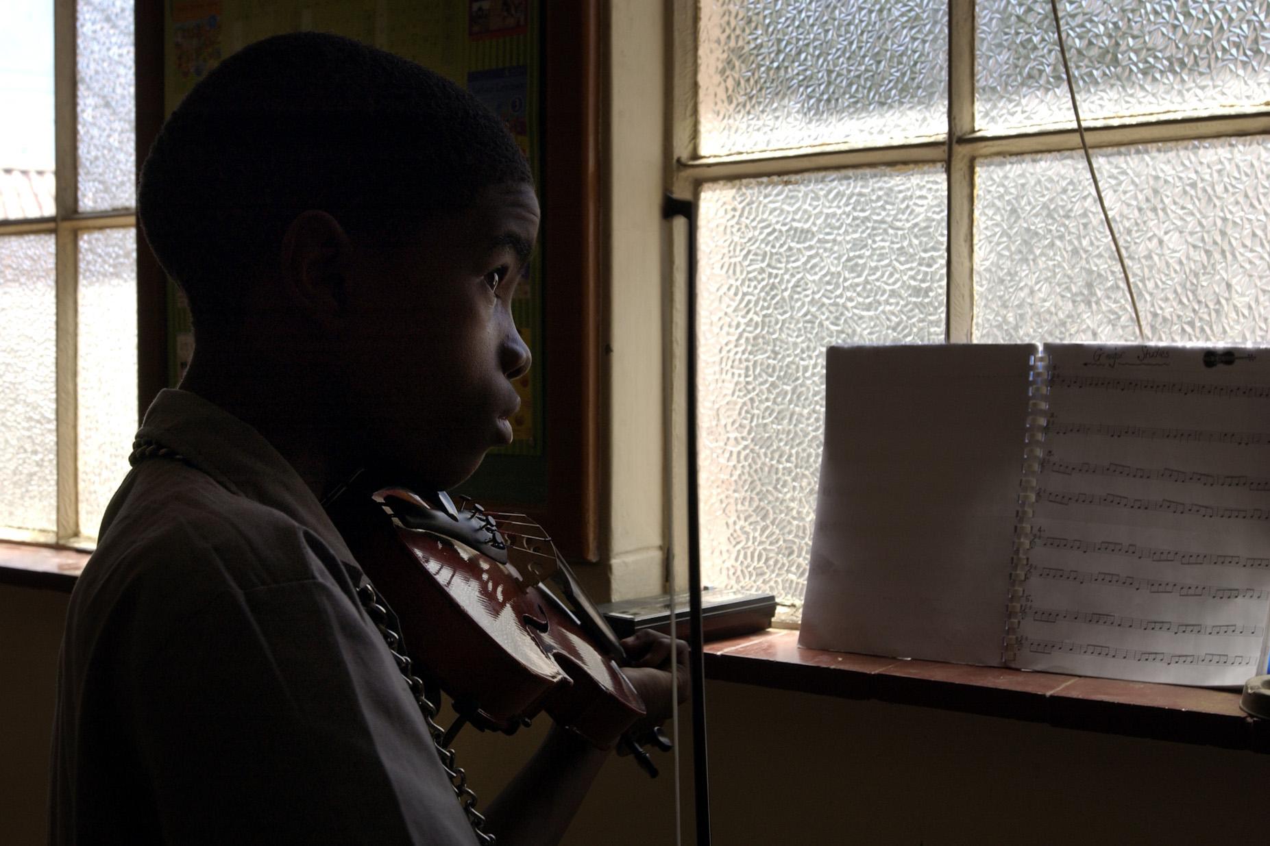Violin class, Heidedal/Bloemfontein.