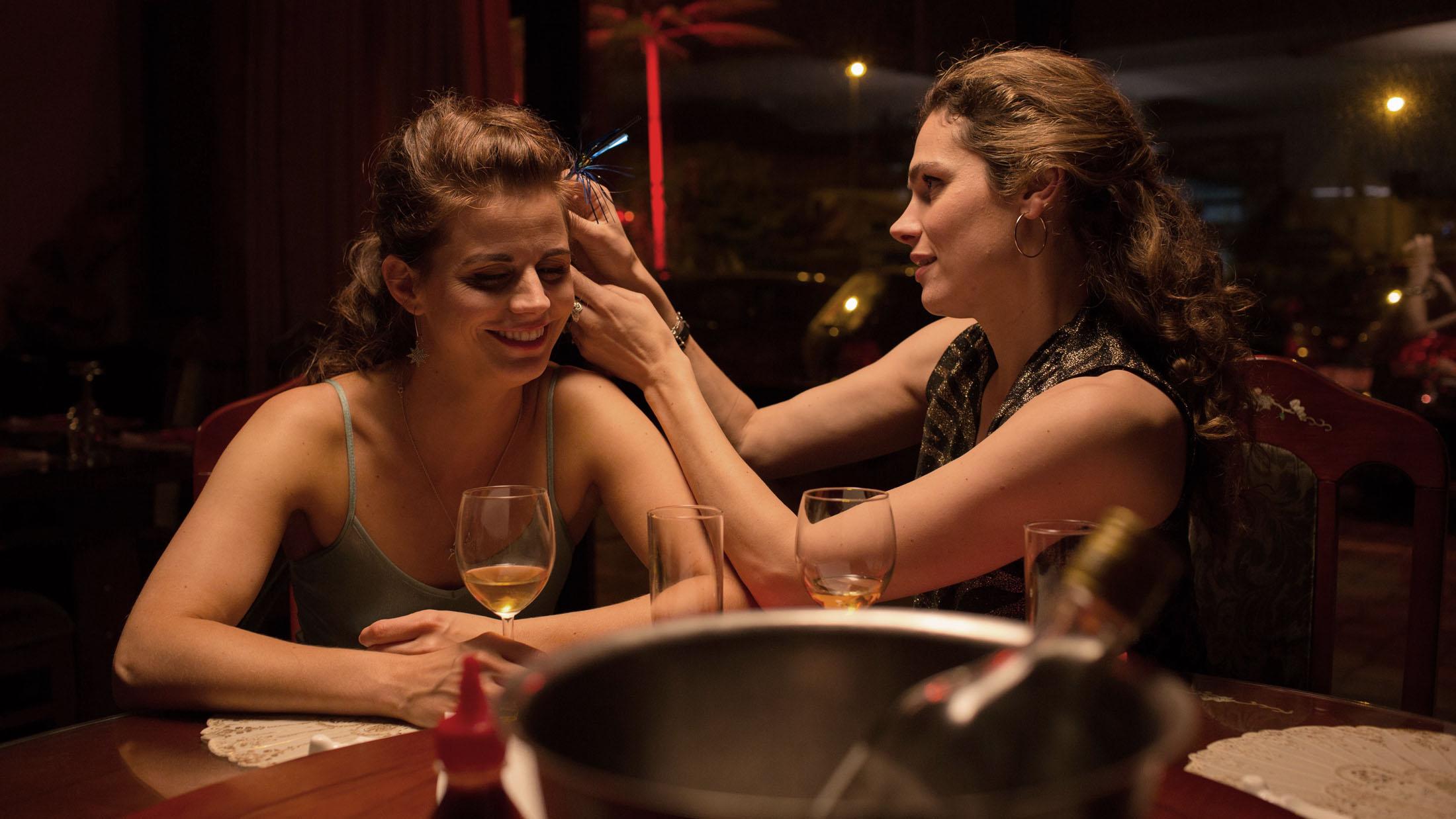 Elise Schaap & Anna Drijver in UNDERCOVER directed by Frank Devos & Eshref Reybrouck. DoP Laurens De Geyter. Courtesy De Mensen/Eén/Netflix