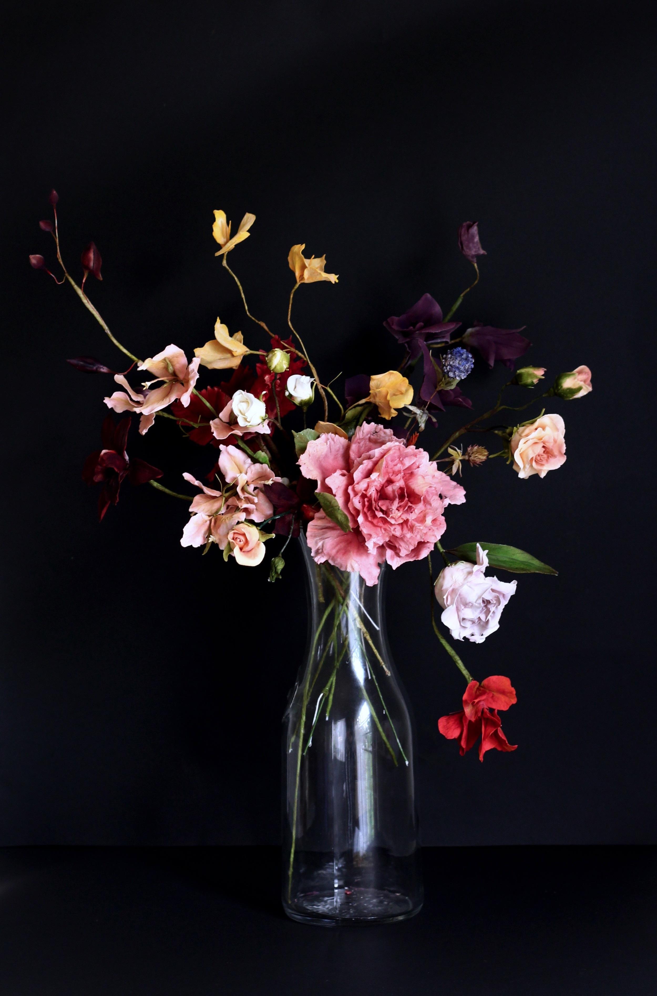 sugar flowers in a vase by jaime gerard cake