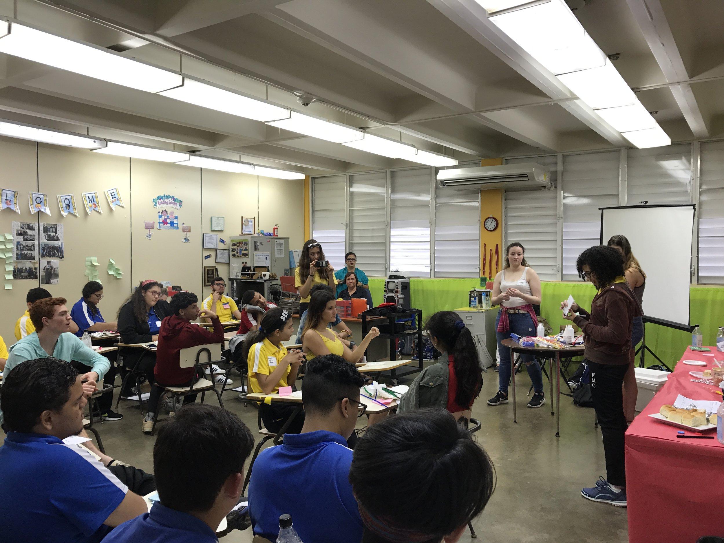 Students working together at Escuala Francisco Manrique Cabrera