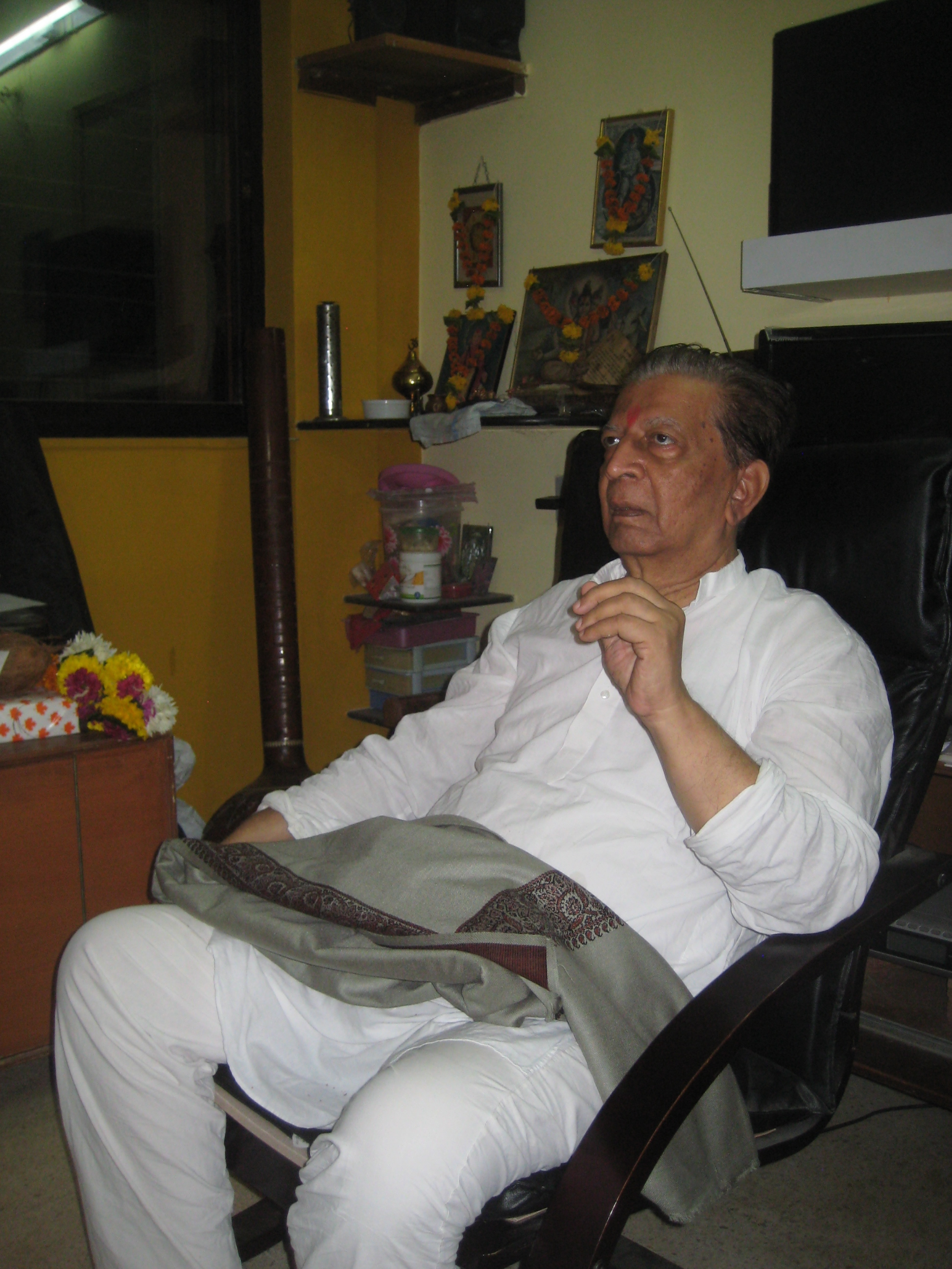 Pandit Sudhir Mainkar, Chaz's guru in Mumbai