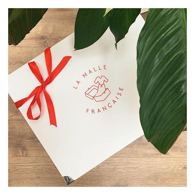 Offrez-lui un cadeau dont elle se souviendra ! 🛍💫 La carte cadeau La Malle Française est LE cadeau idéal pour une occasion particulière : une expérience de shopping unique et personnalisée pour toutes les femmes. 100% de chance de la rendre heureuse ! 🥰  Commandez-la sur www.lamallefrancaise.com/cadeau  #lamallefrancaise #soyezvousmeme #boxmode #personalshopper #styliste #cartecadeau