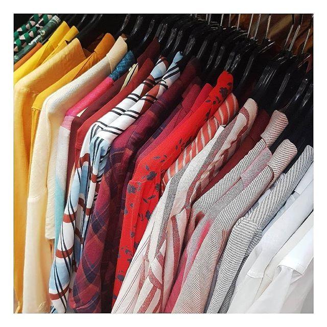 Demandez à votre styliste des conseils pour trouver LE coloris qui correspond le mieux à votre teint et laissez vous suprendre ! 🌿🐥🌺 #lamallefrancaise #soyezvousmeme #boxmode #styliste #conseils #teinte #frenchtouch