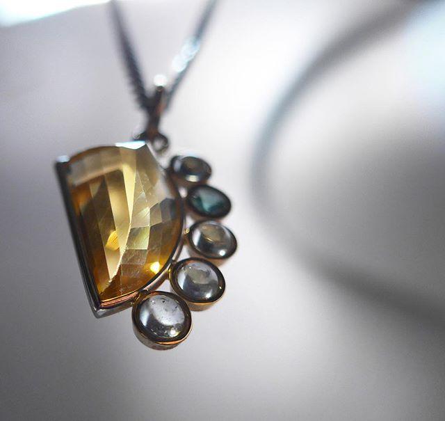 #GEOMETRIC #LEMON #CITRINE #CHARM W/ #EMERALD & #AQUAMARINES #linkinbio #ifyouseesomething #14kgold  #preciousstones #asymetrical  #oneonehundred #taborvillalobos #miguelvillalobosnyc #madetoorder #madeinnyc.  #jewelrygram  #newyork #new #finejewelry  #designs #mindtheminimal #ファッション #style #スタイル #art #アート #ジュエリー  #beauty  #luxury