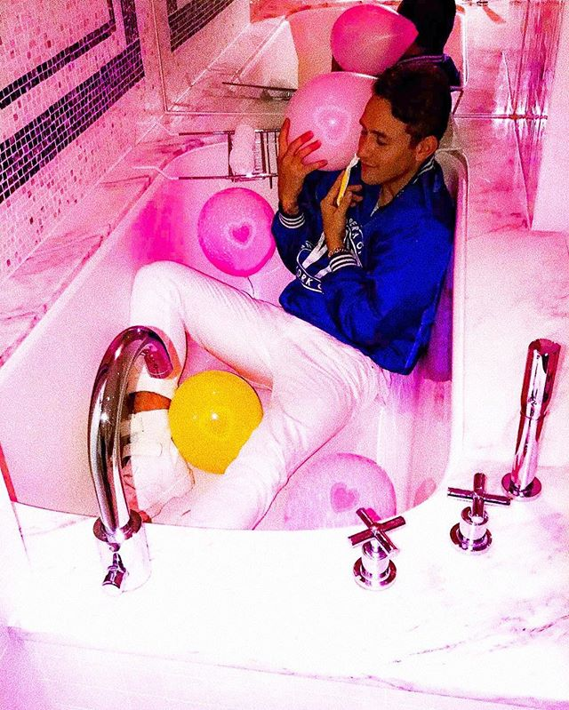 happy valentines day. ya'll are cute as shit. here's a flick of me faded in a bathtub.
