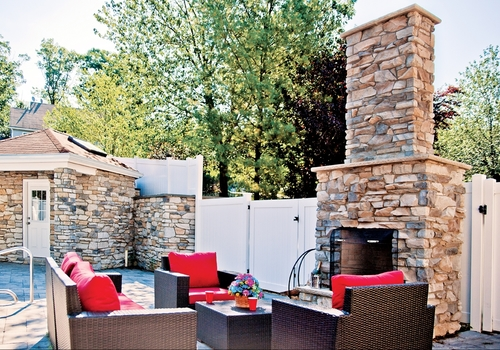 Coronado - Canyon Ledge ManufacturedStone CapeCodGrey - Outdoor.jpg