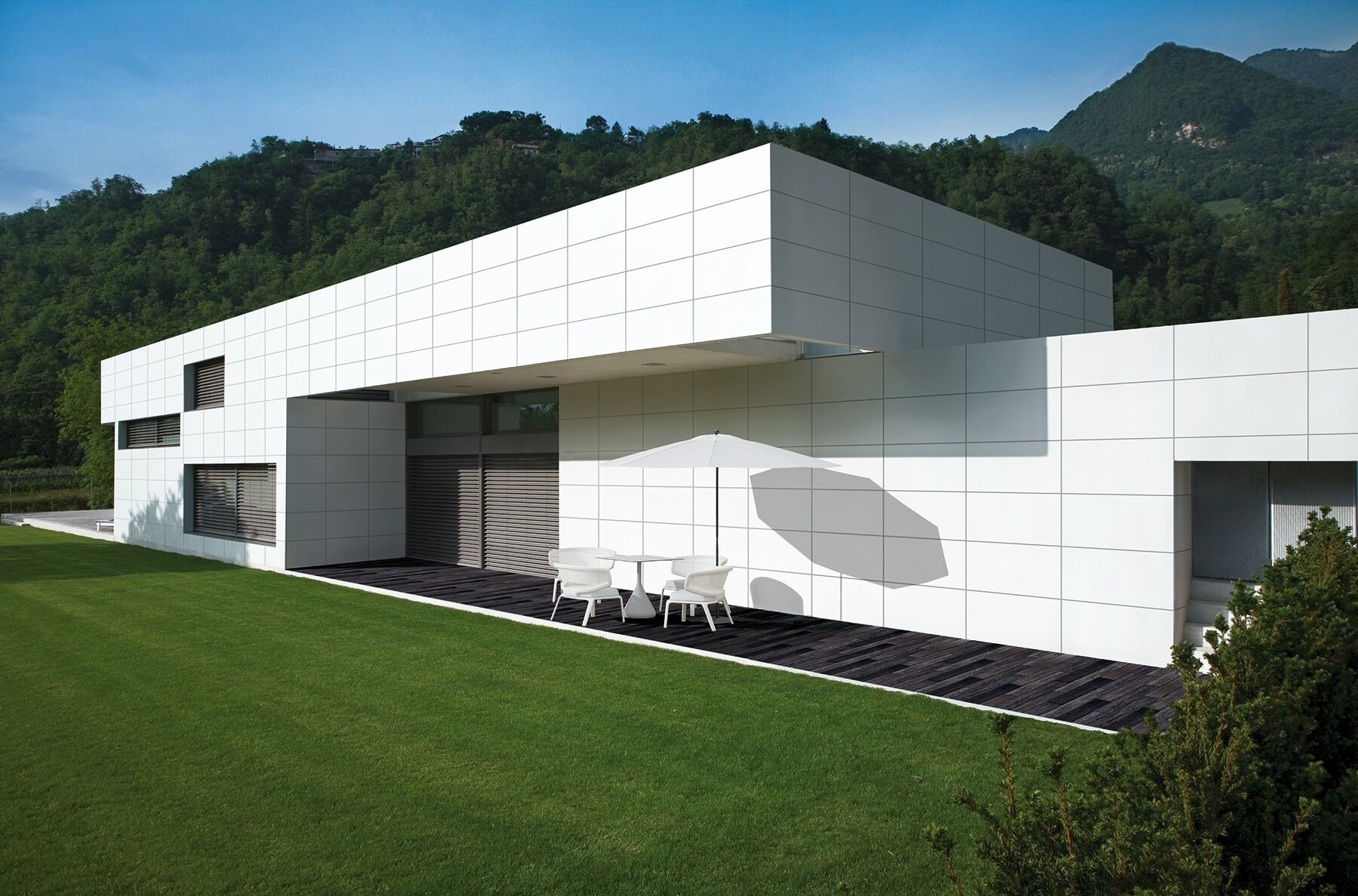 Roca Tile - Large format - Facade.jpg