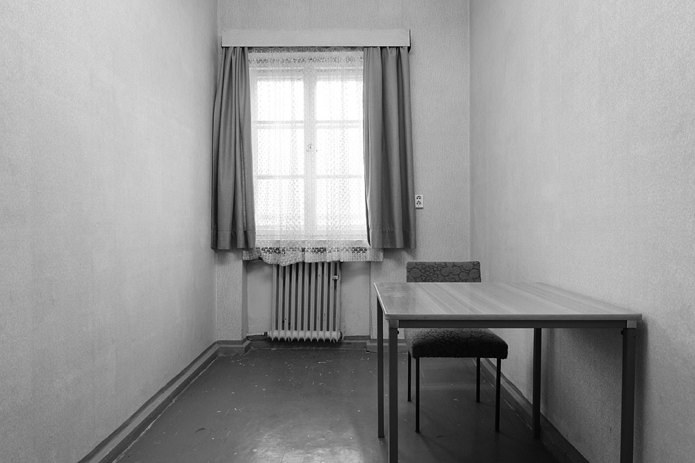 Original Stasi visitor room as photo-documented when the dissidents stormed the Stasi headquarters during the 1989 revolution. Not really inviting but compared to our cells: 4-stars.