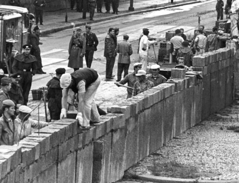 building-berlin-wall-1961.jpg