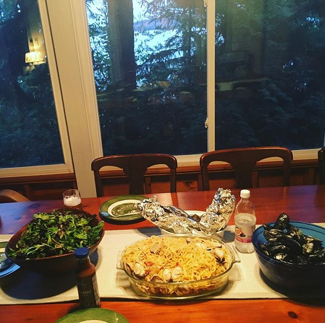 #memoocooks!!!!! Best 16 dollar meal ever, $11 if you take the salad dressing out ! #tourhomecomingmeal w fresh out of the ocean mussels and clams (w linguine) - we made them out of the ocean !!!!!#harvested at #sandypoint #Maine w our own grubby hands and a shovel!!!!!! Yes!