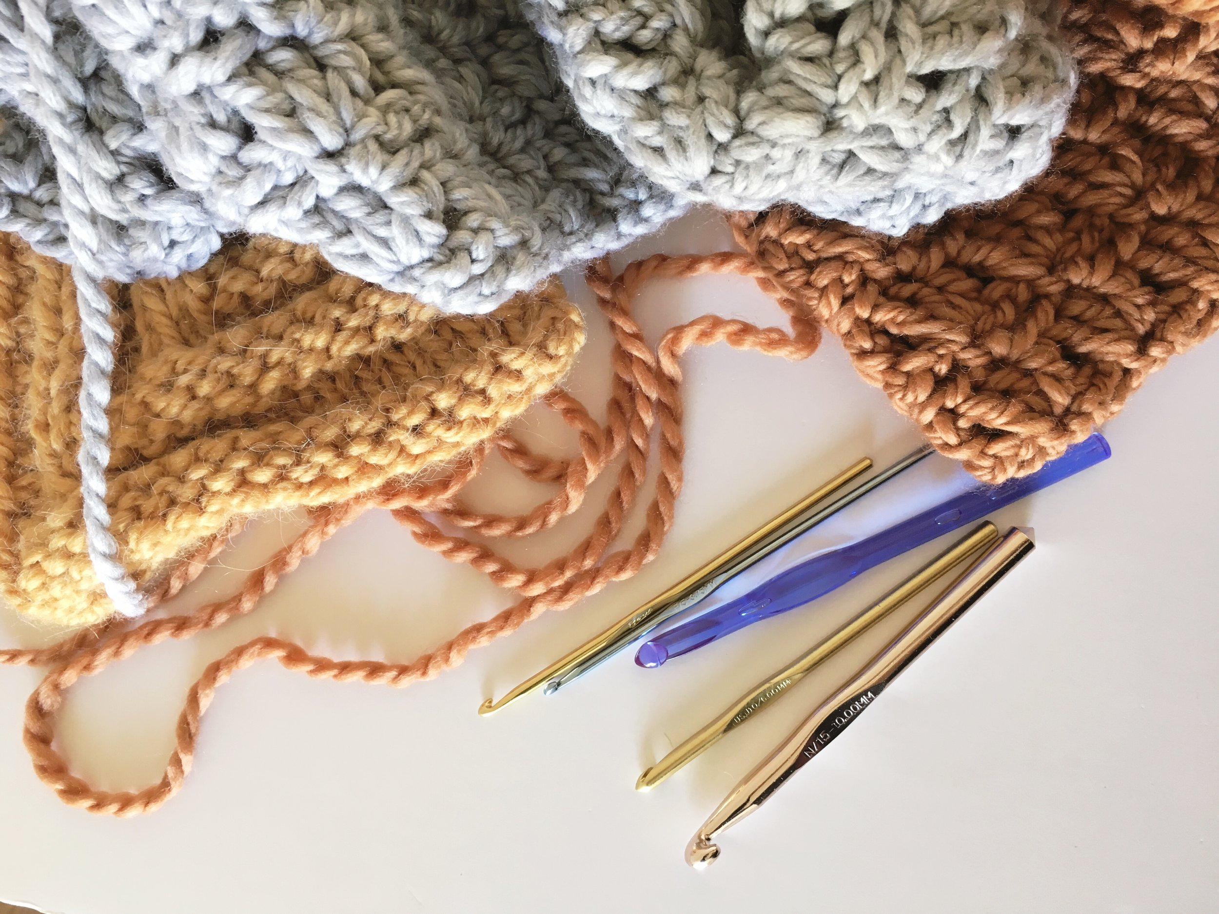 Crochet Lessons, how to read a yarn label and how to do a slip knot by bluecorduroy.com