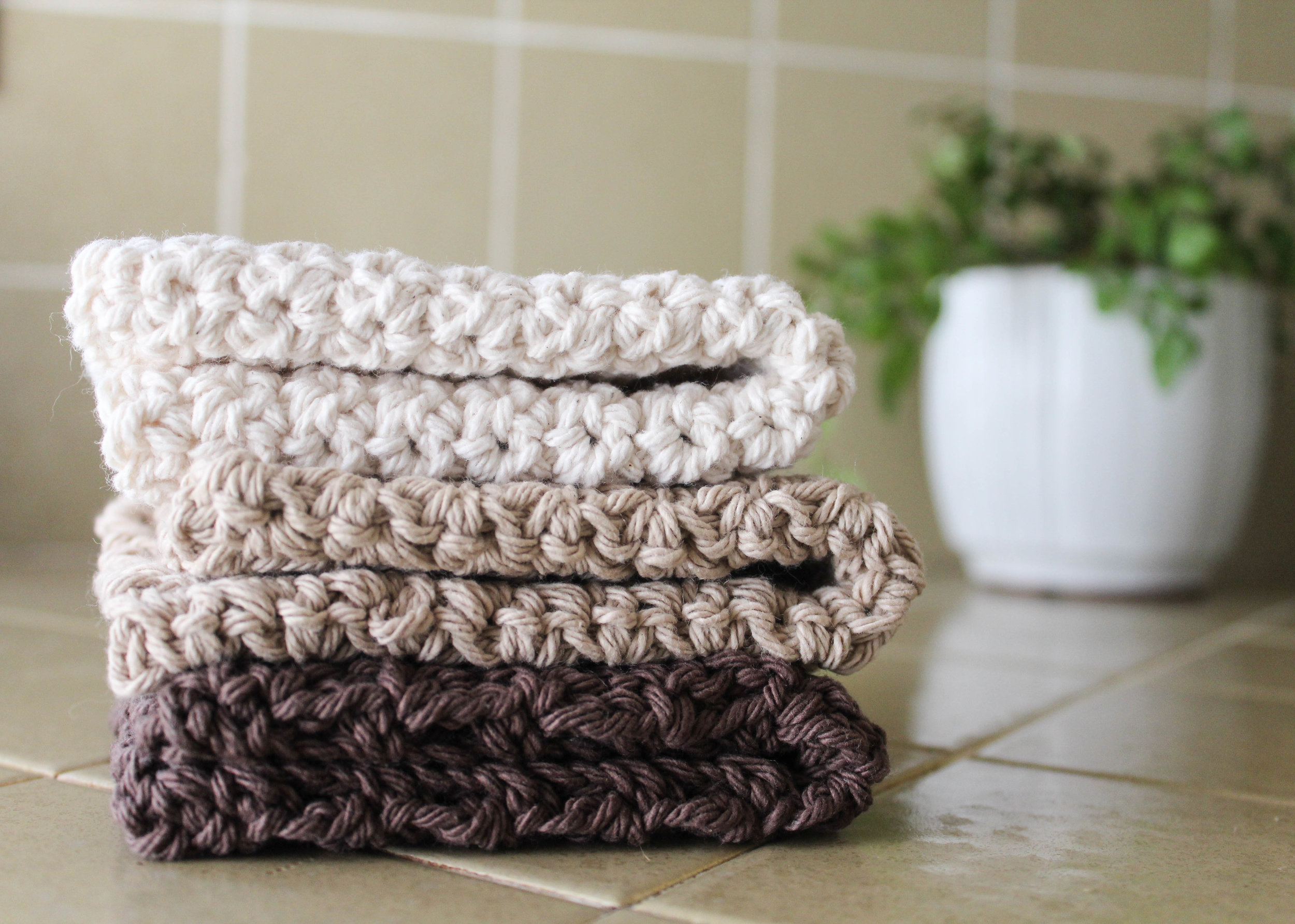 Easy Crochet Dishcloth Pattern Free from bluecorduroy.com