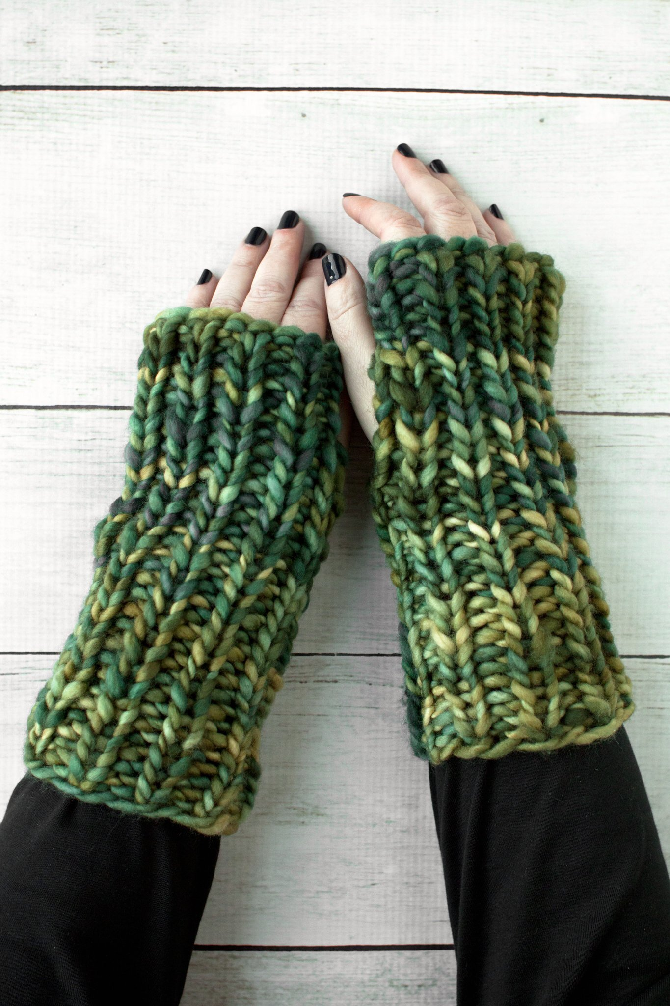 free pattern for knit hand warmers by Manos