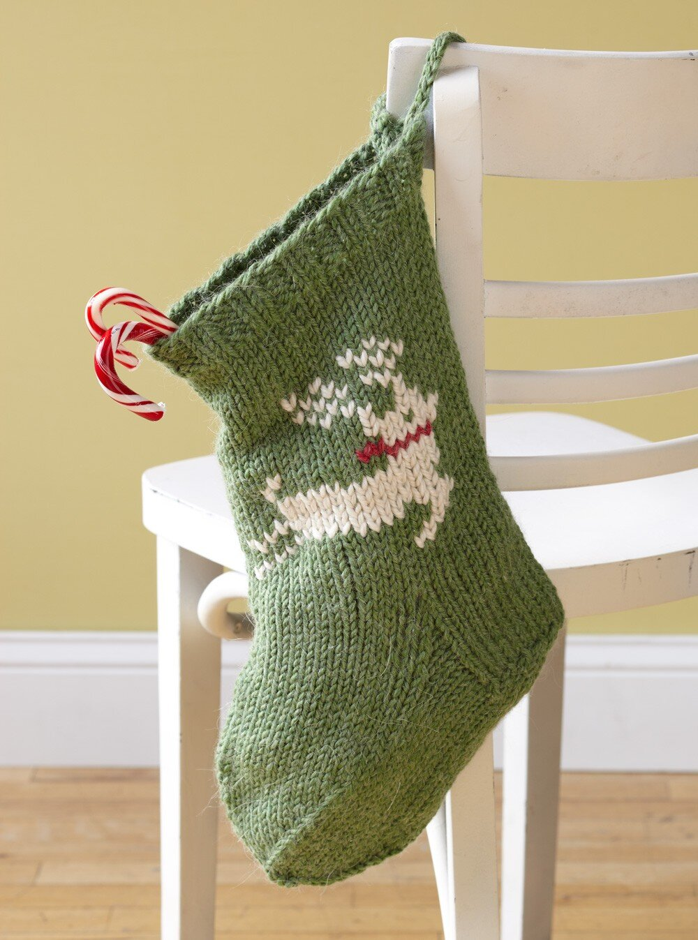 free knit christmas stocking pattern by lion brand yarn