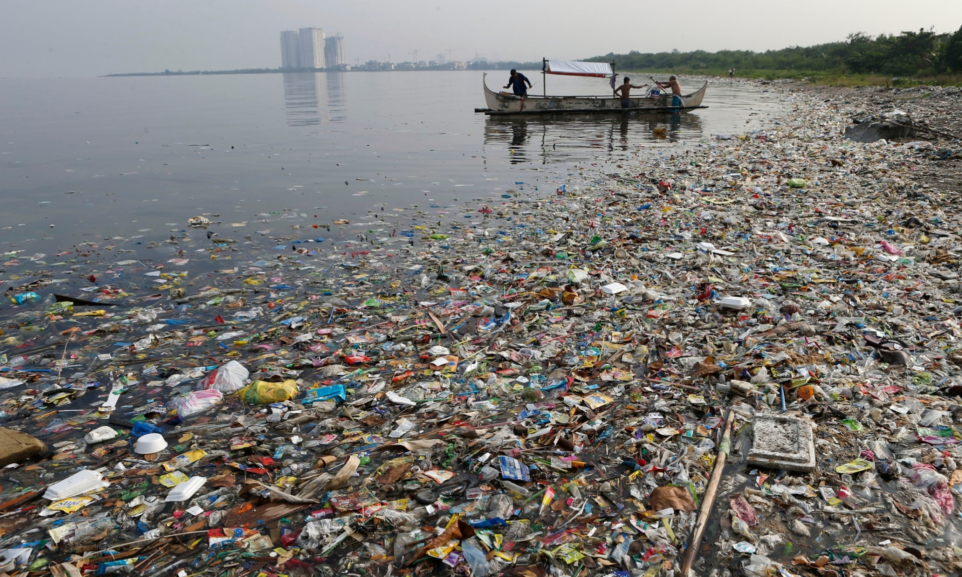 http://www.nationofchange.org/2015/02/18/8-million-metric-tons-plastic-dumped-worlds-oceans-year/