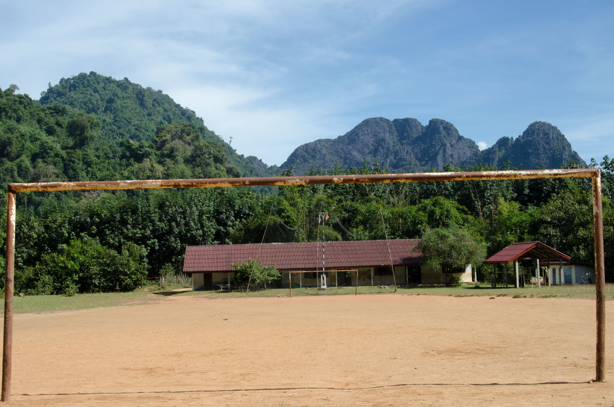 School, on route to Than Phu Kham, Vang Vieng, Laos, 29 Nov 2017.jpg