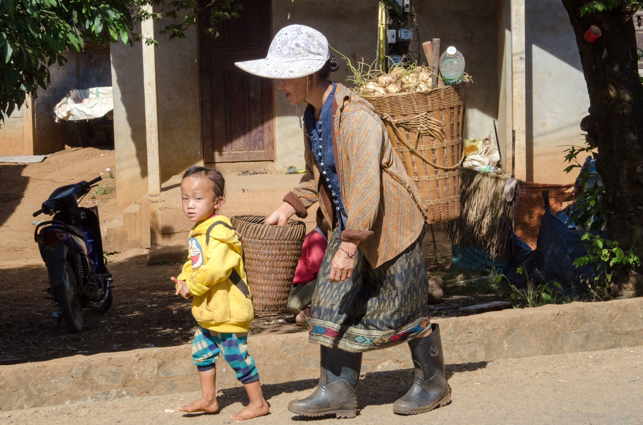 Mother & child caryying produce, Ban Phajao, Laos, 30 Nov 2017.jpg