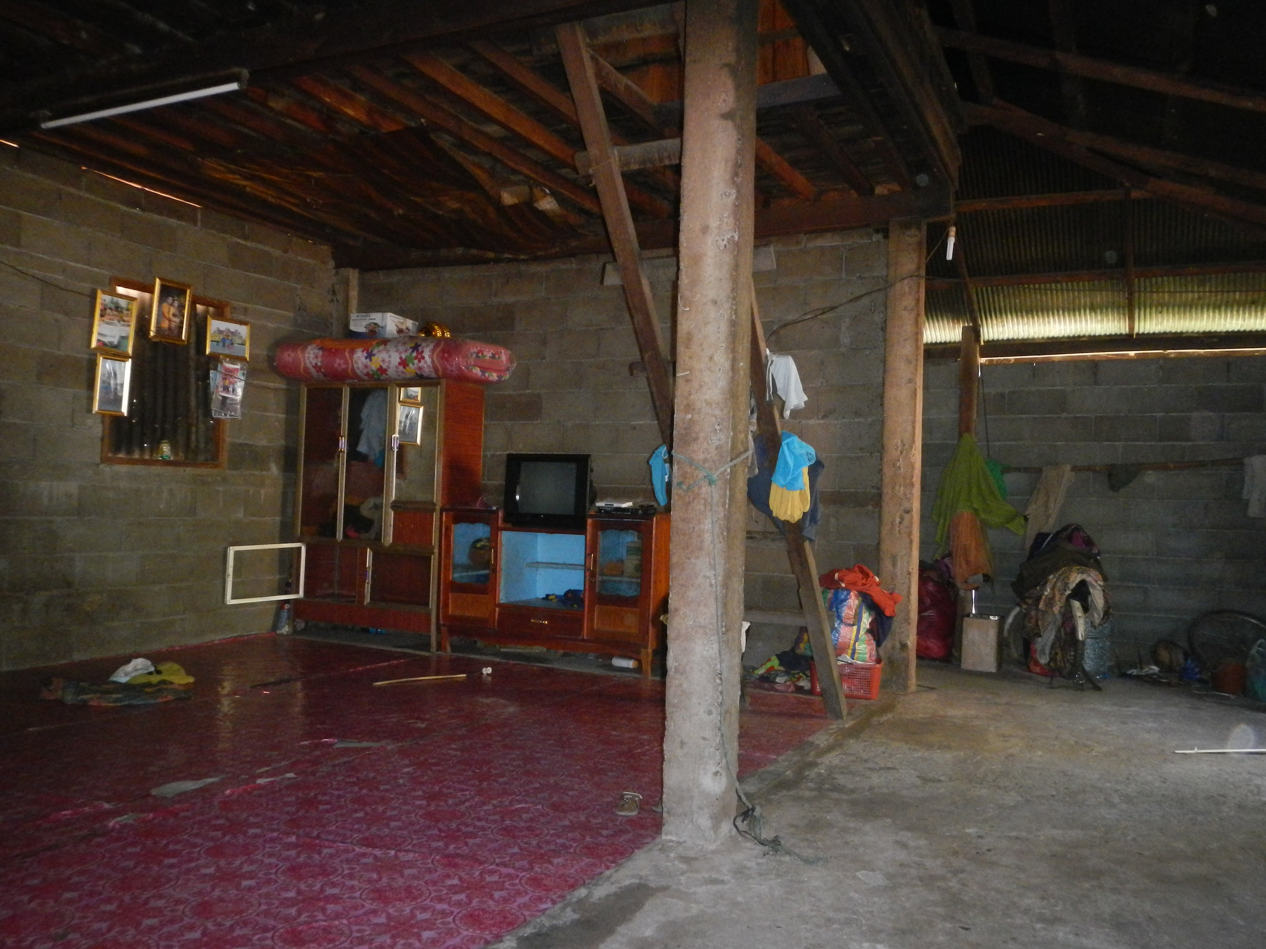 Inside local house, Ban Na Kham, 3 Dec 2017.jpg