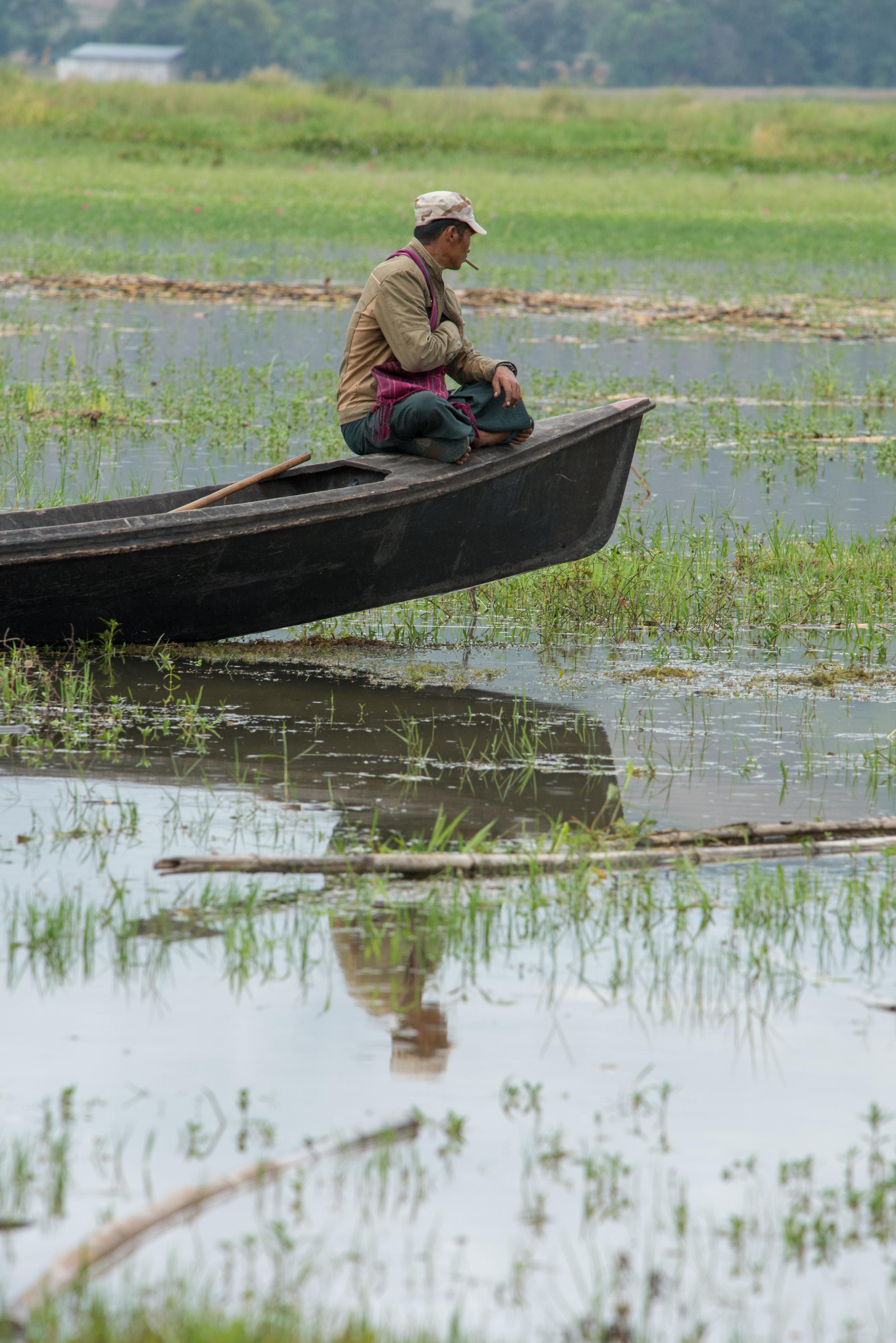 Boatman, Samkar, Inle Lake, Myanmar