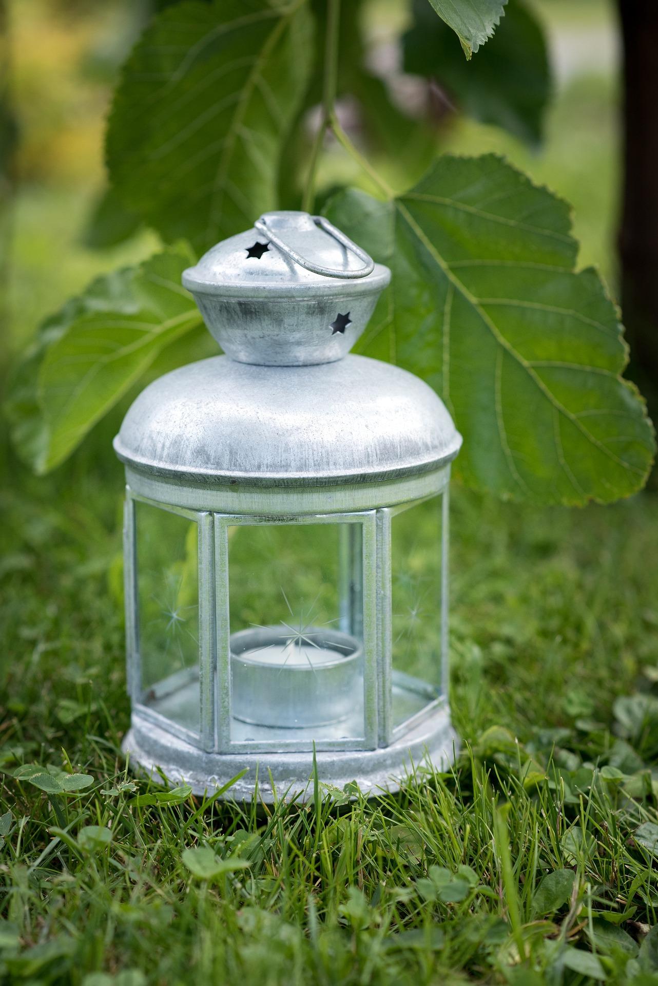 lantern-1419587_1920.jpg