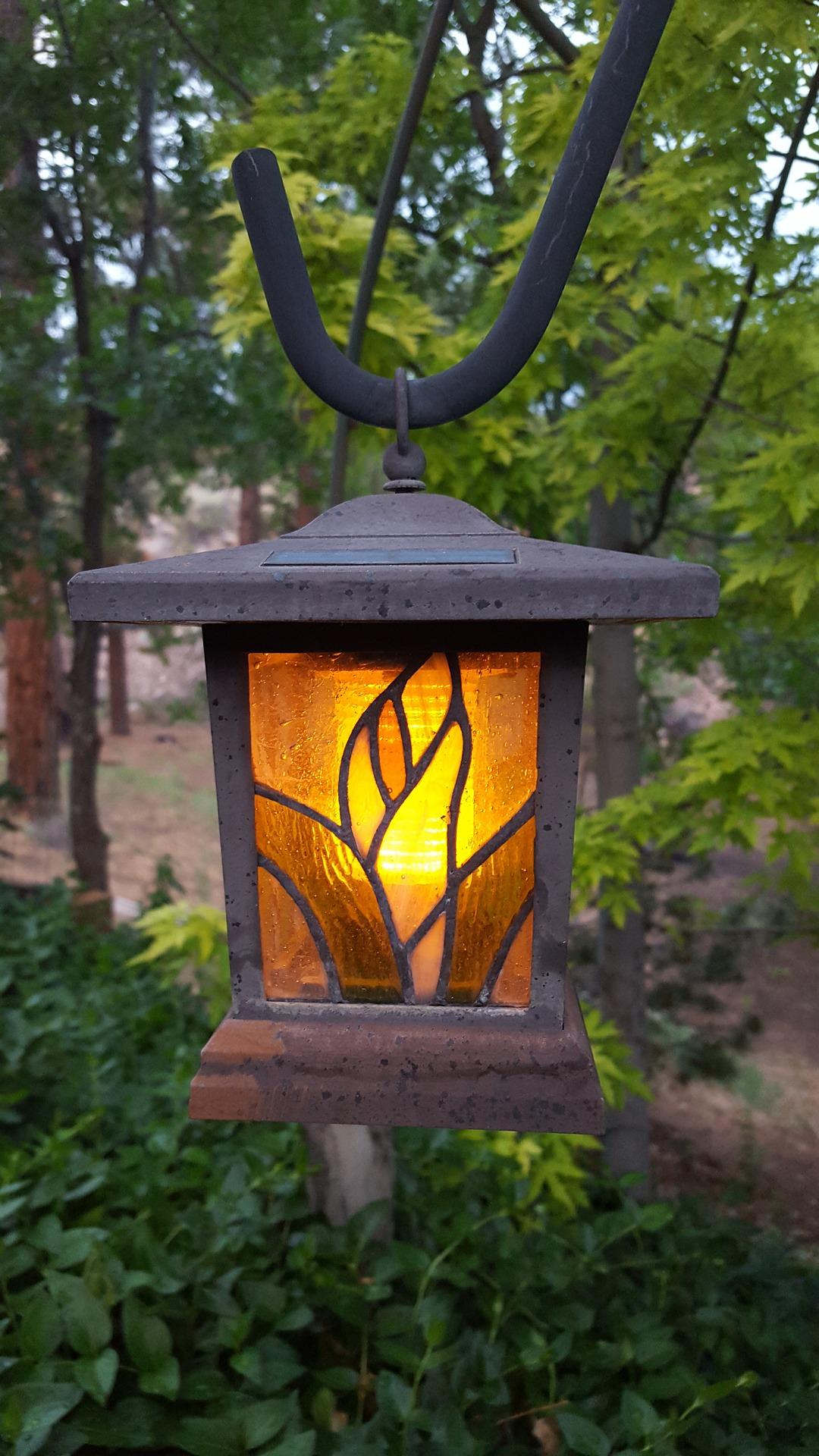 lamp-851903_1920.jpg