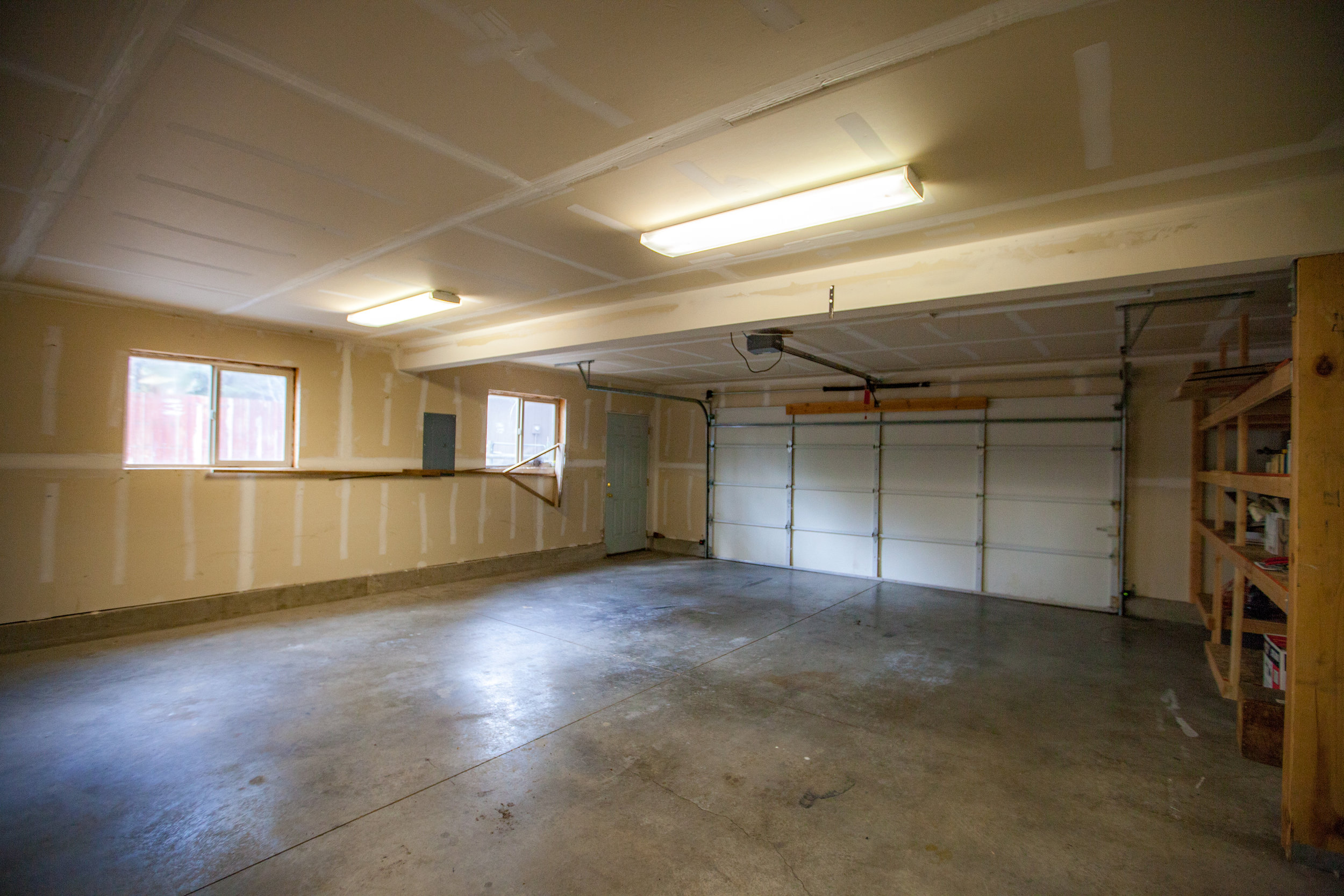 Garage Bay 2.jpg