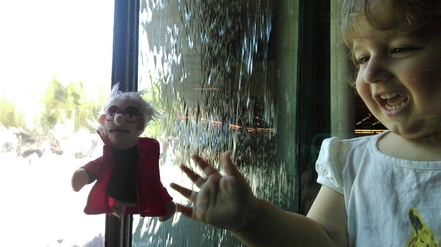 And everyone loves playing with the famous water wall, even puppet pop artists!