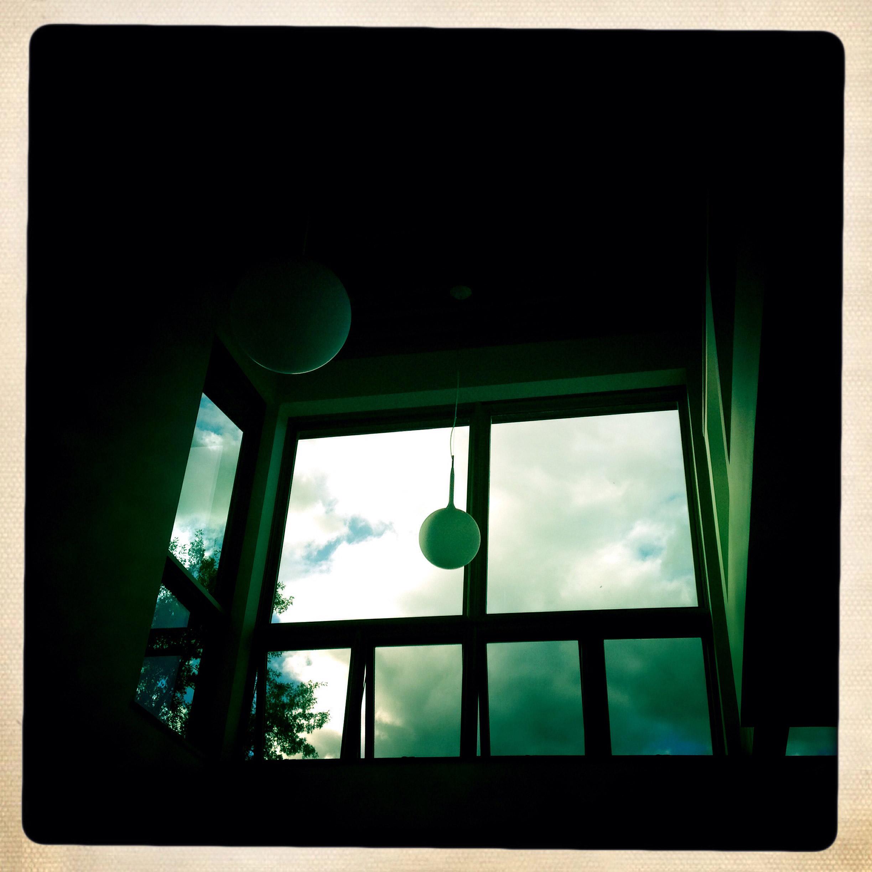 Artemide 'Castore' fixtures float above the living room.