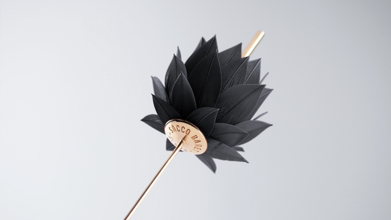 IKEBANA - A classical brooch-pin, that embodiesthe definition of refinement