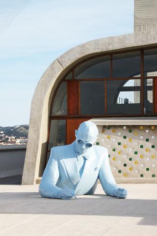 Le-Corbusier-Buste-2013-Artiste-Xavier-Veilhan-Architectones-Unité-dhabitation-Cité-Radieuse-MAMO-Marseille-France-Photo-2-Vincent-Laganier-1-SACCOBARET.jpg