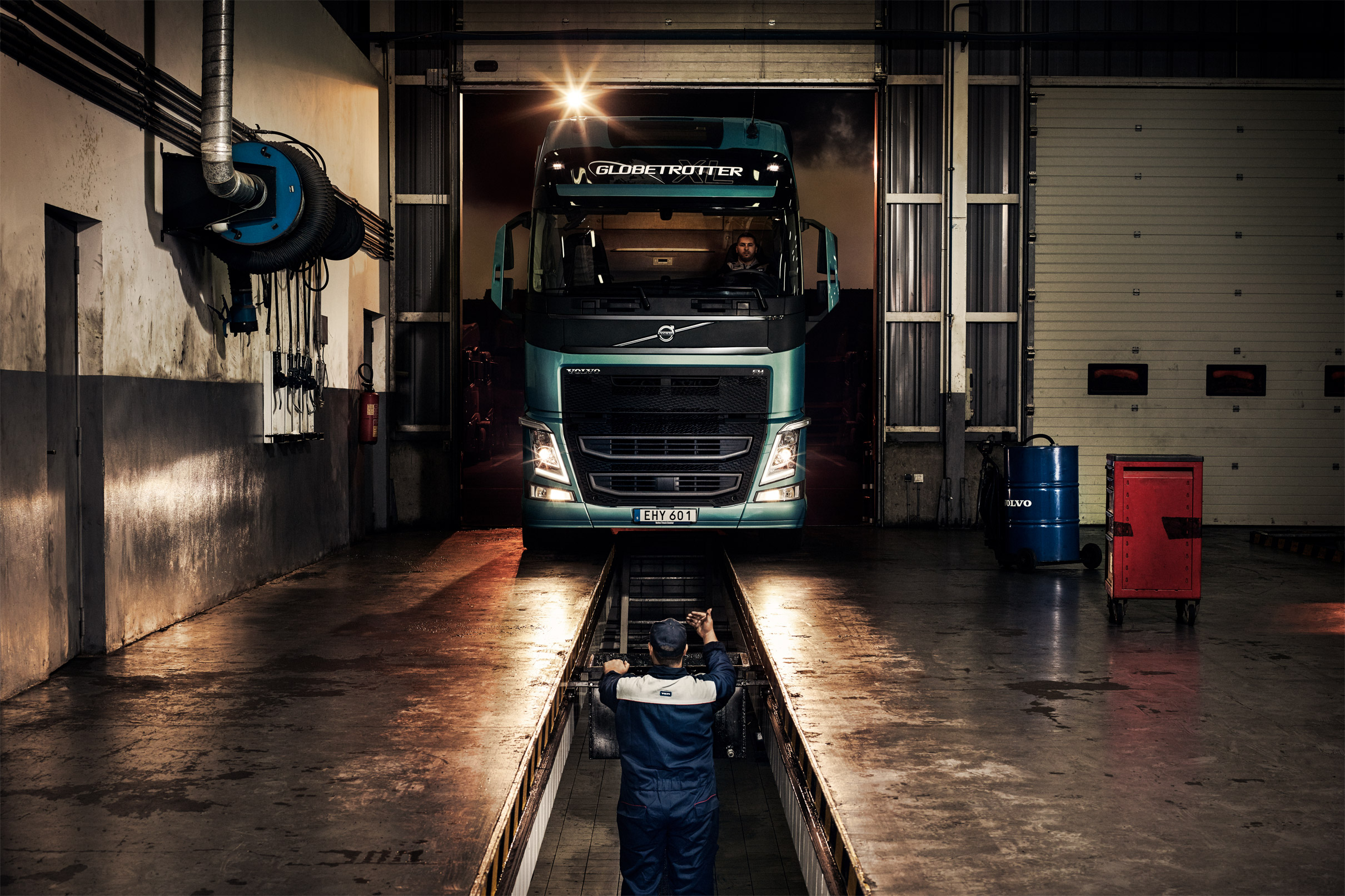 01-daniel_griffel-volvo_trucks-04.jpg