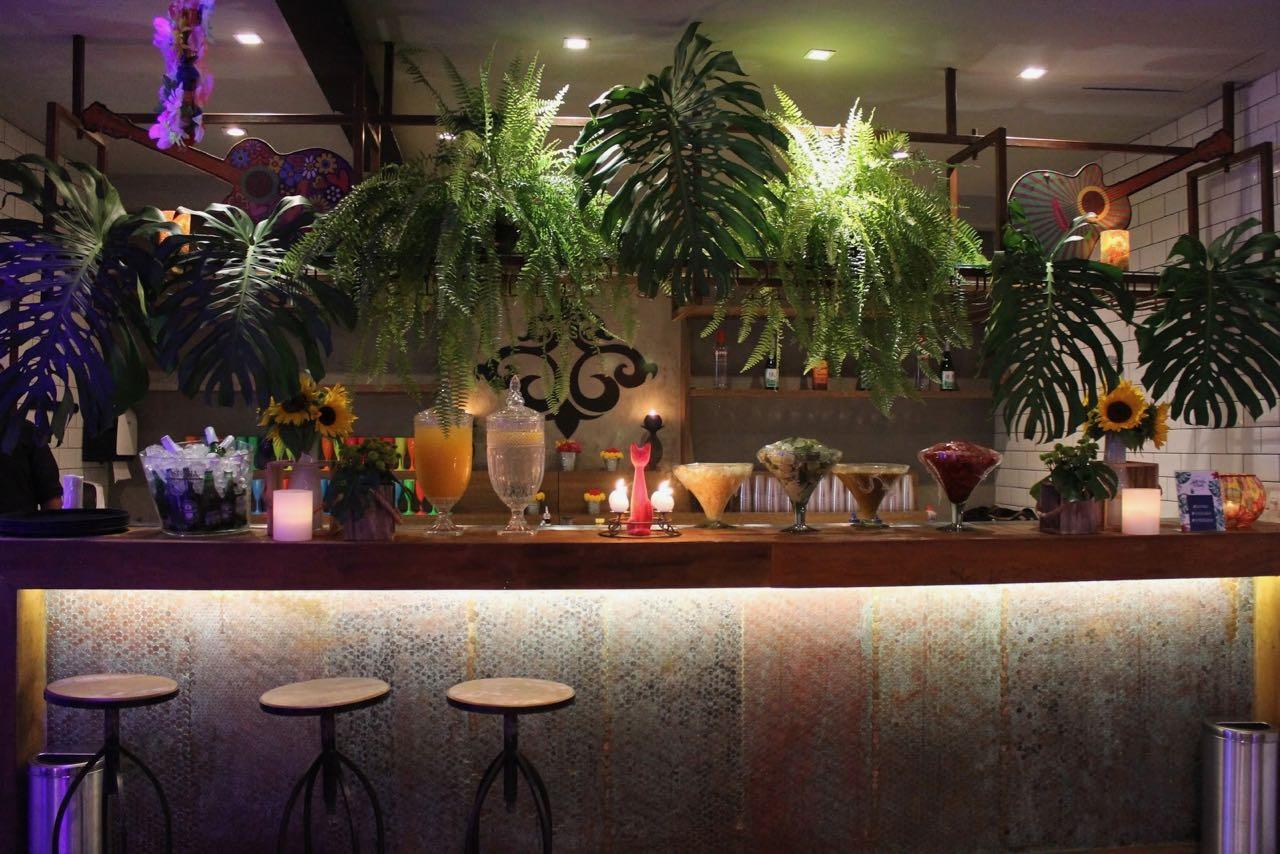 bar decorado tropical - 1.jpg