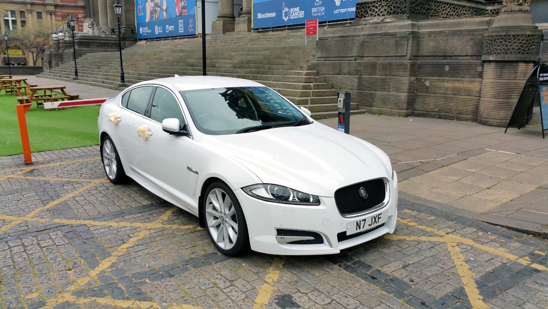 jaguar-xf-wedding-car-leeds-town-hall