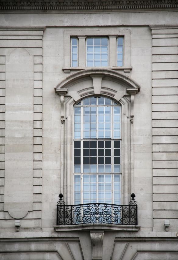 En fransk balkong som denna hade man ju kunnat tänka sig!