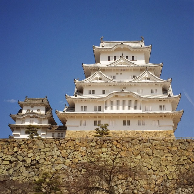 Himeji_Castle._Also__spring_just_happened_and_it_went_from_8C_to_23C_in_half_an_hour.____thatjohninjp.jpg