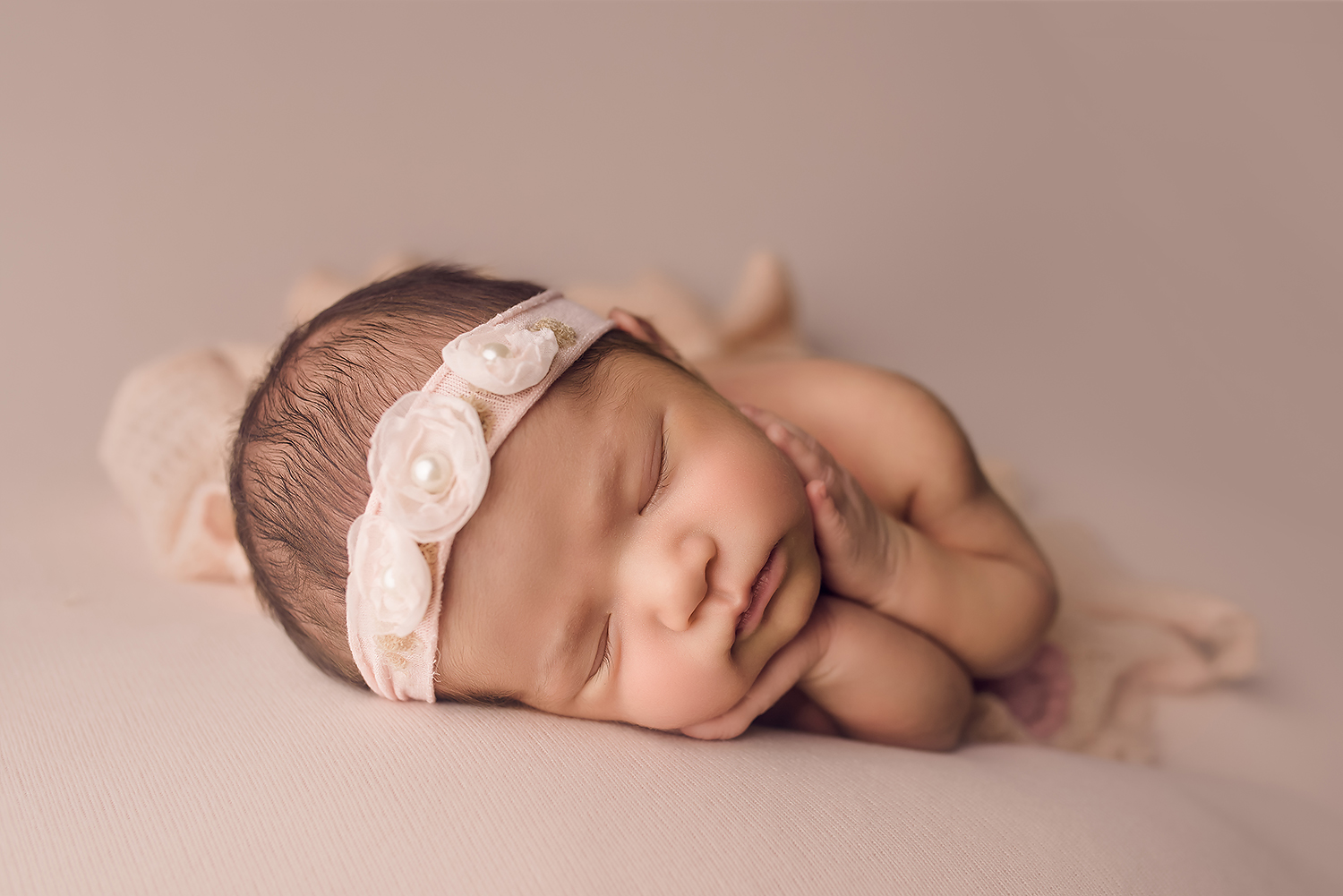 Baltimore Maryland Newborn Photographer Jessica Fenfert baby girl on pink