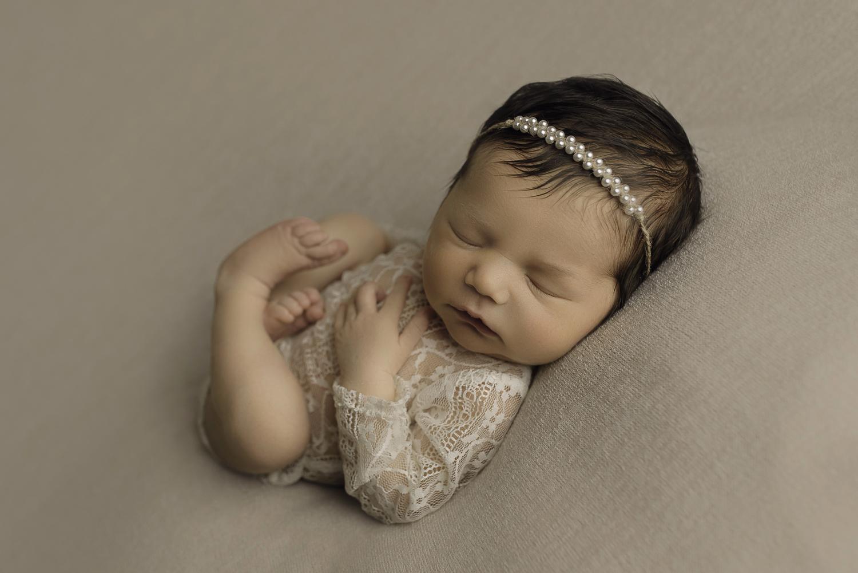 Baltimore Maryland Newborn Photographer Jessica Fenfert baby girl in lace
