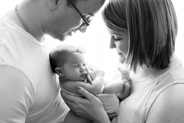 Baltimore Howard County Maryland Newborn Photographer Jessica Fenfert family sillouette